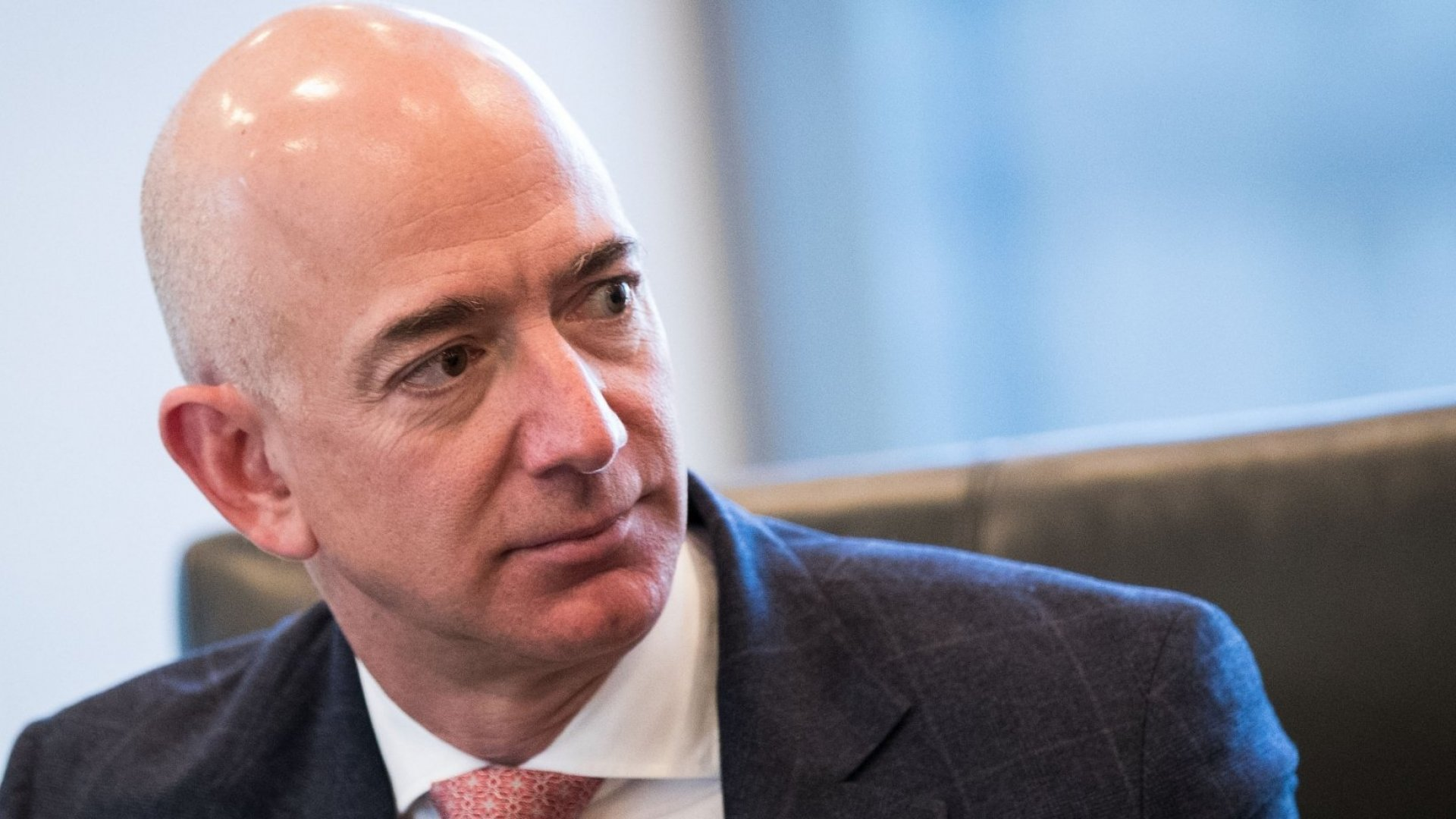 National Enquirer Threatens to Publish Sexy Bezos Selfies--so He Publishes Their Threat