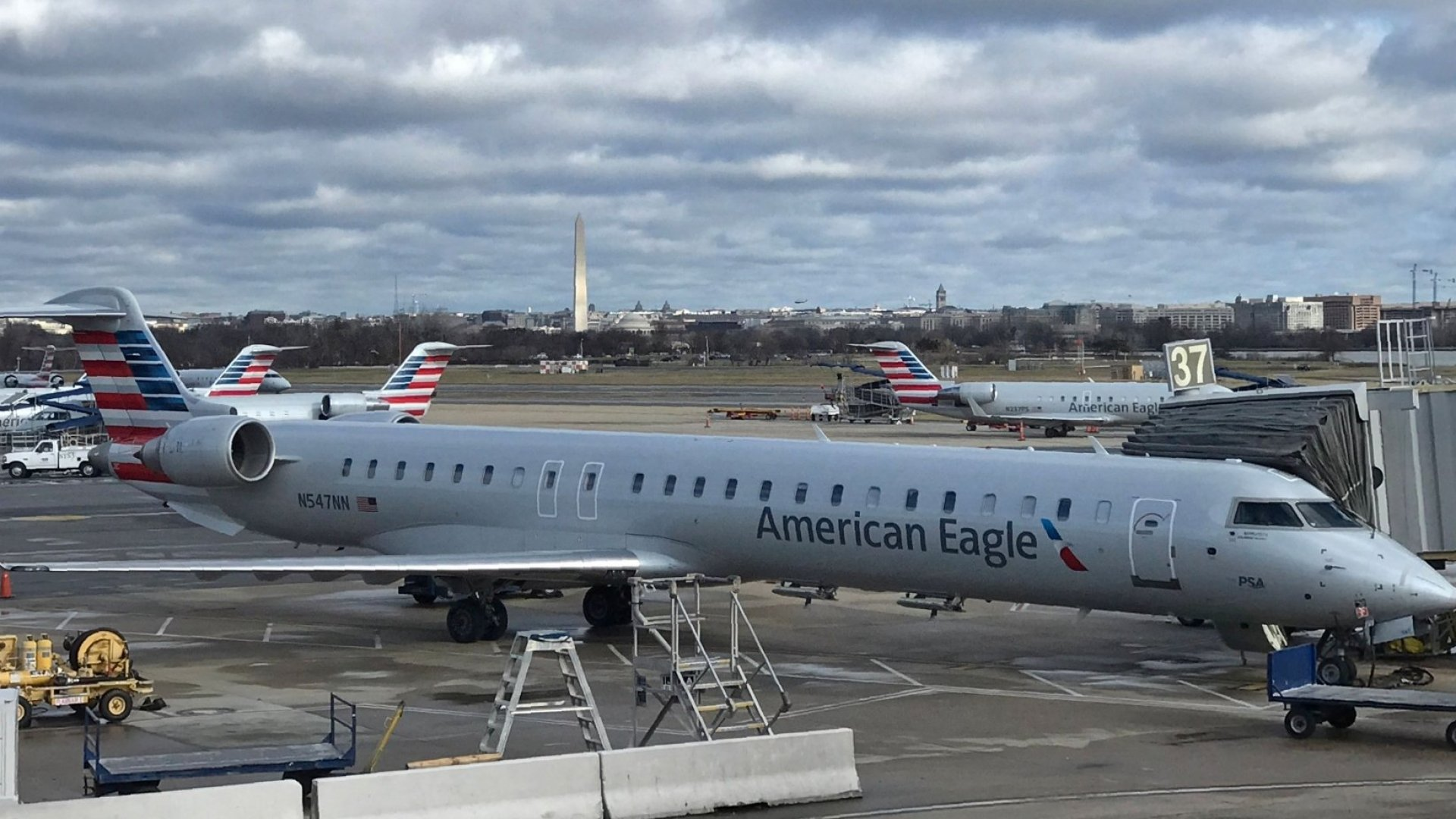 A Pilot for an American Airlines Regional Carrier Says He Caused Flights to Be Late Because He Was Desperate for Food