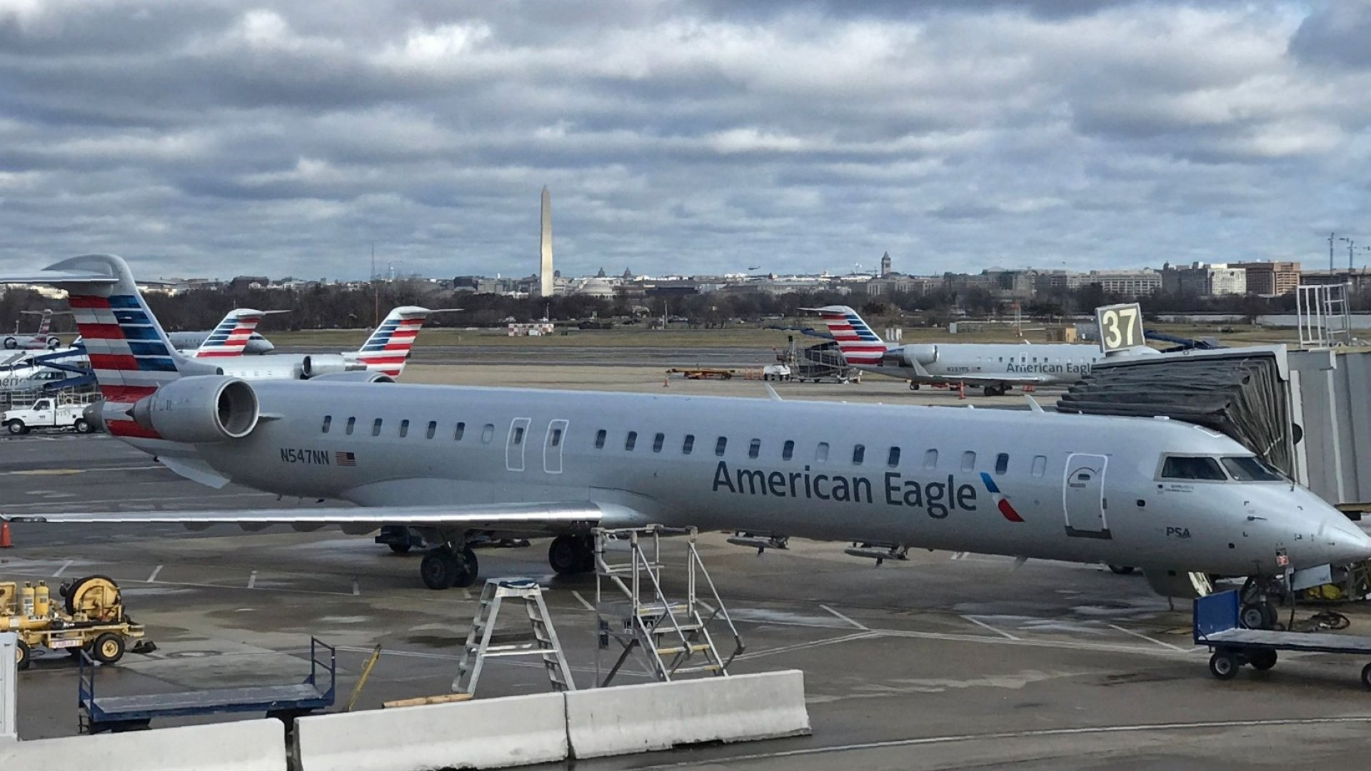Employees of American Airlines-Owned American Eagle Make Less Than $10 an Hour (Now Congress Wants Answers)