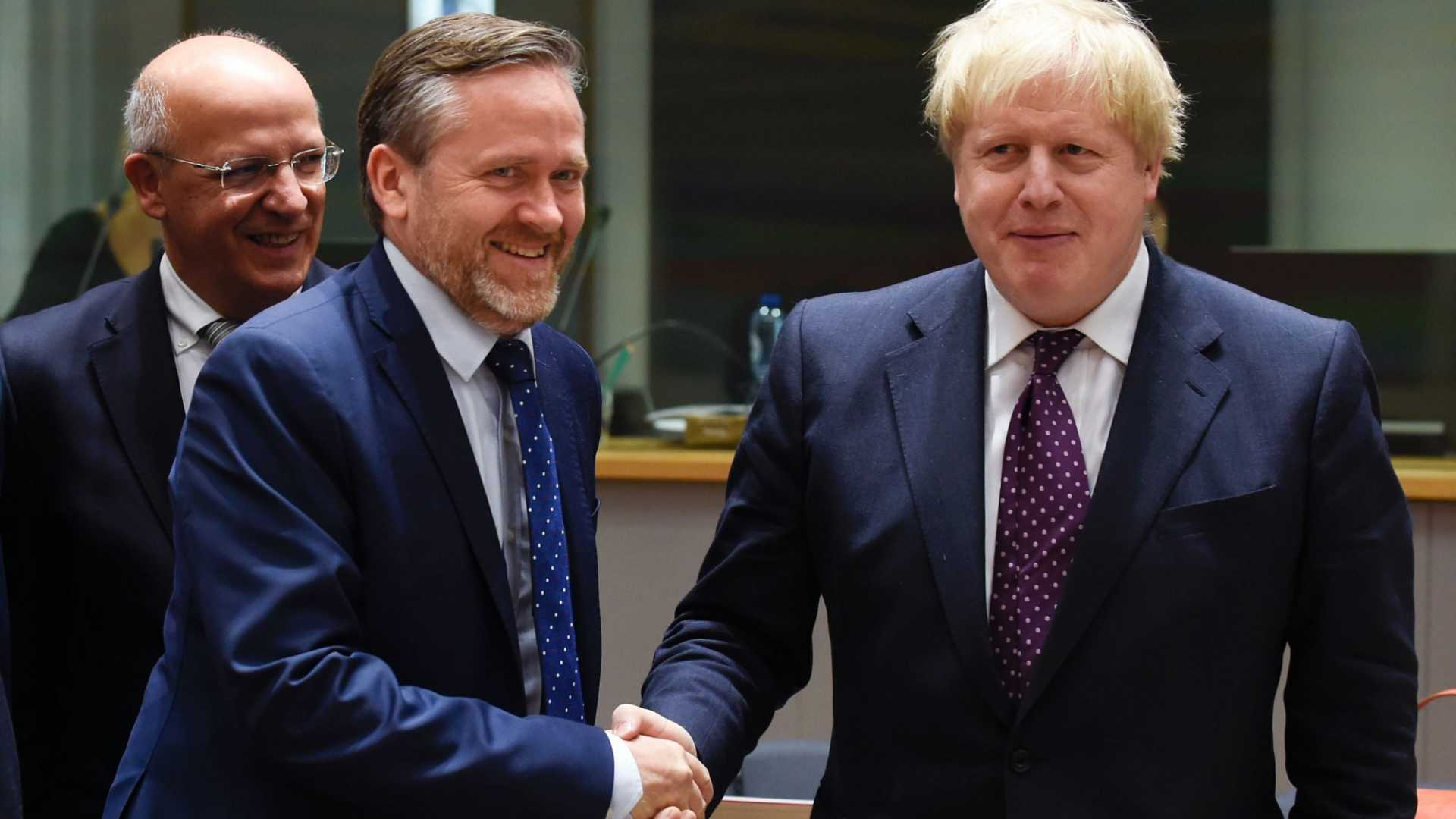 (Danish Foreign Affairs Minister Anders Samuelsen, L, and British Foreign Affairs Minister Boris Johnson, R.) Denmark recently announced the creation of a 'digital minister' to maintain a favorable relationship with tech companies.
