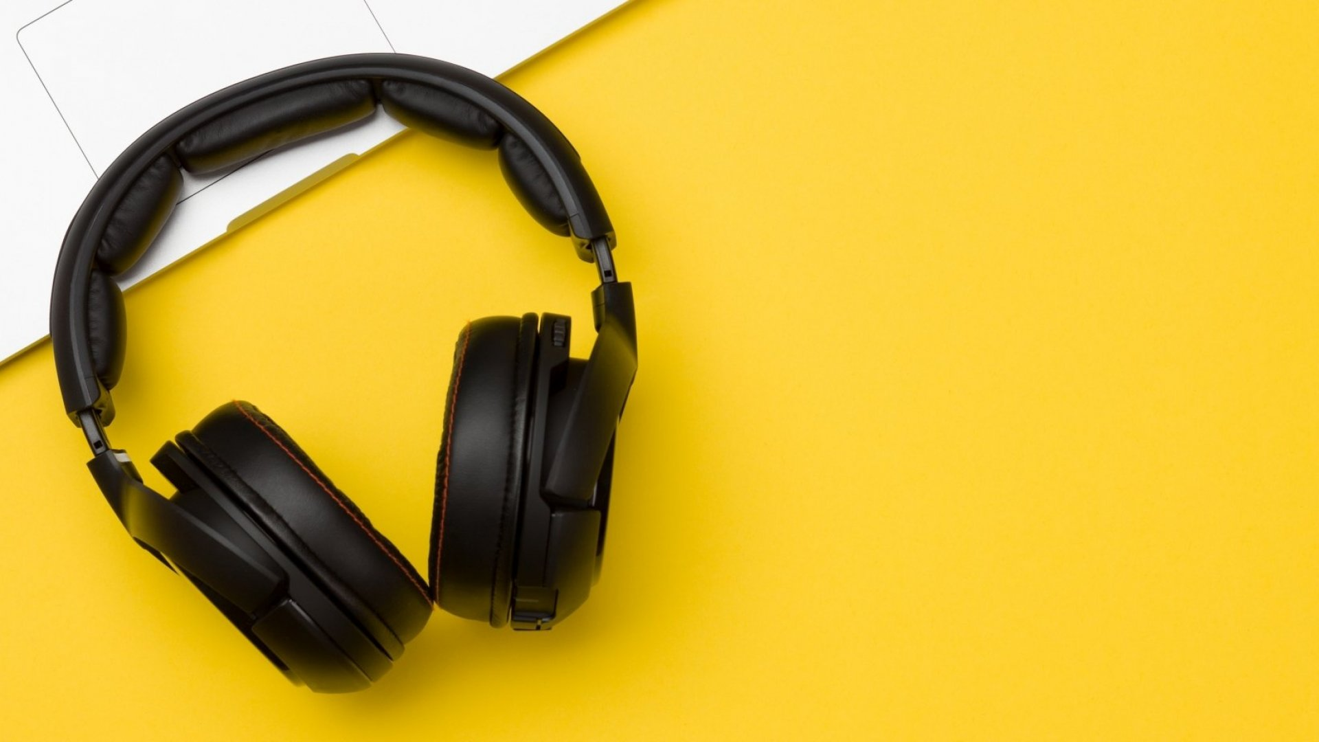 8 Podcasts Every Entrepreneur Should Follow in 2018