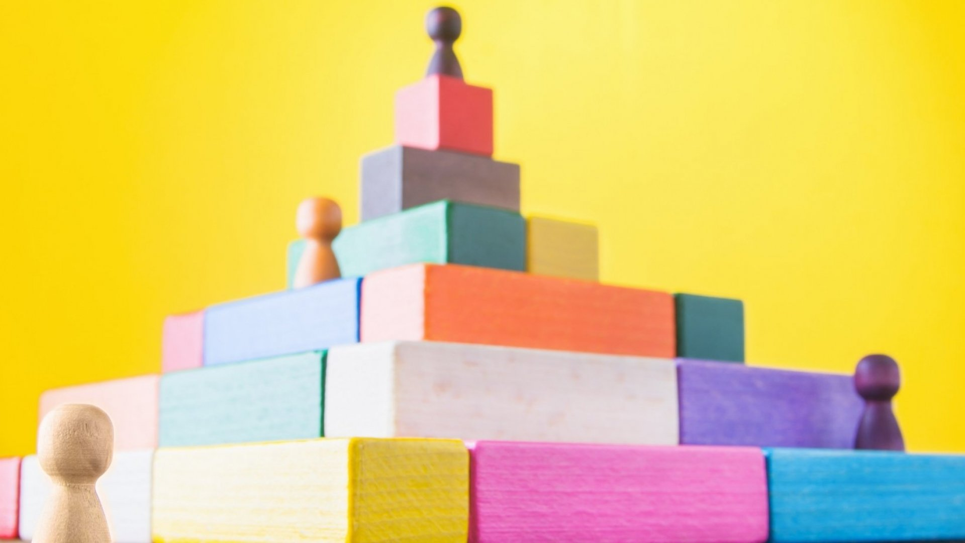 6 Ways Corporate Hierarchy Is Destroying Your Business