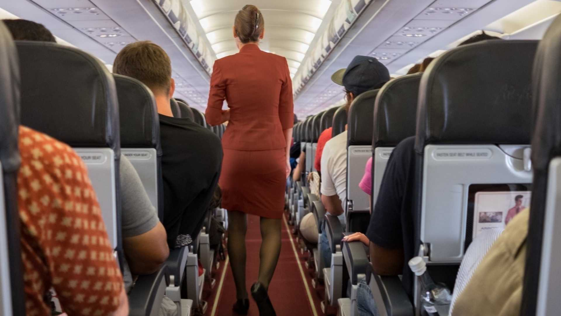 When I Was a Flight Attendant, I Used These 4 Steps to Handle Any Uncomfortable Customer Service Issue