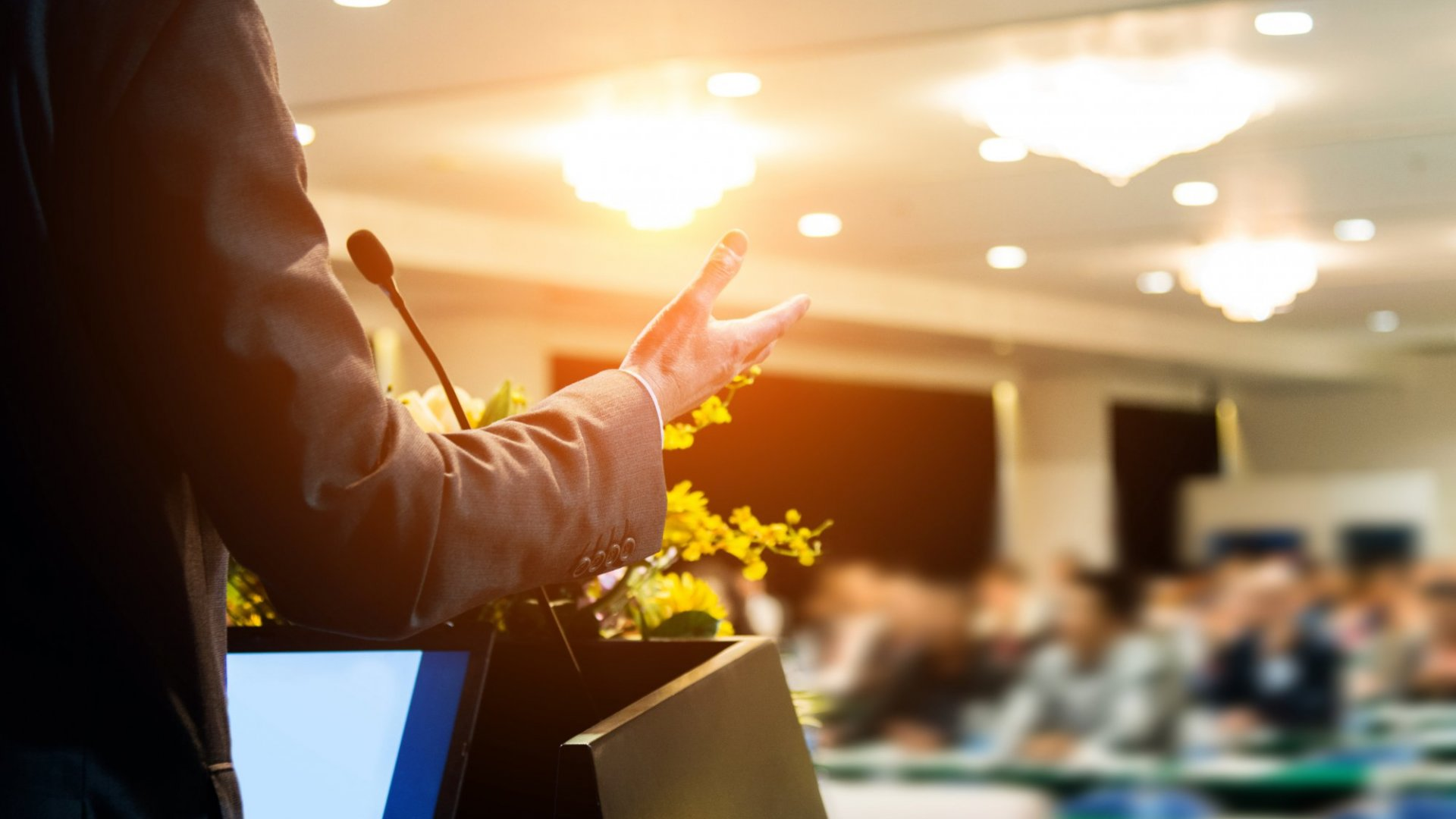 4 Steps to Overcoming Your Fears and Learning to Love Public Speaking