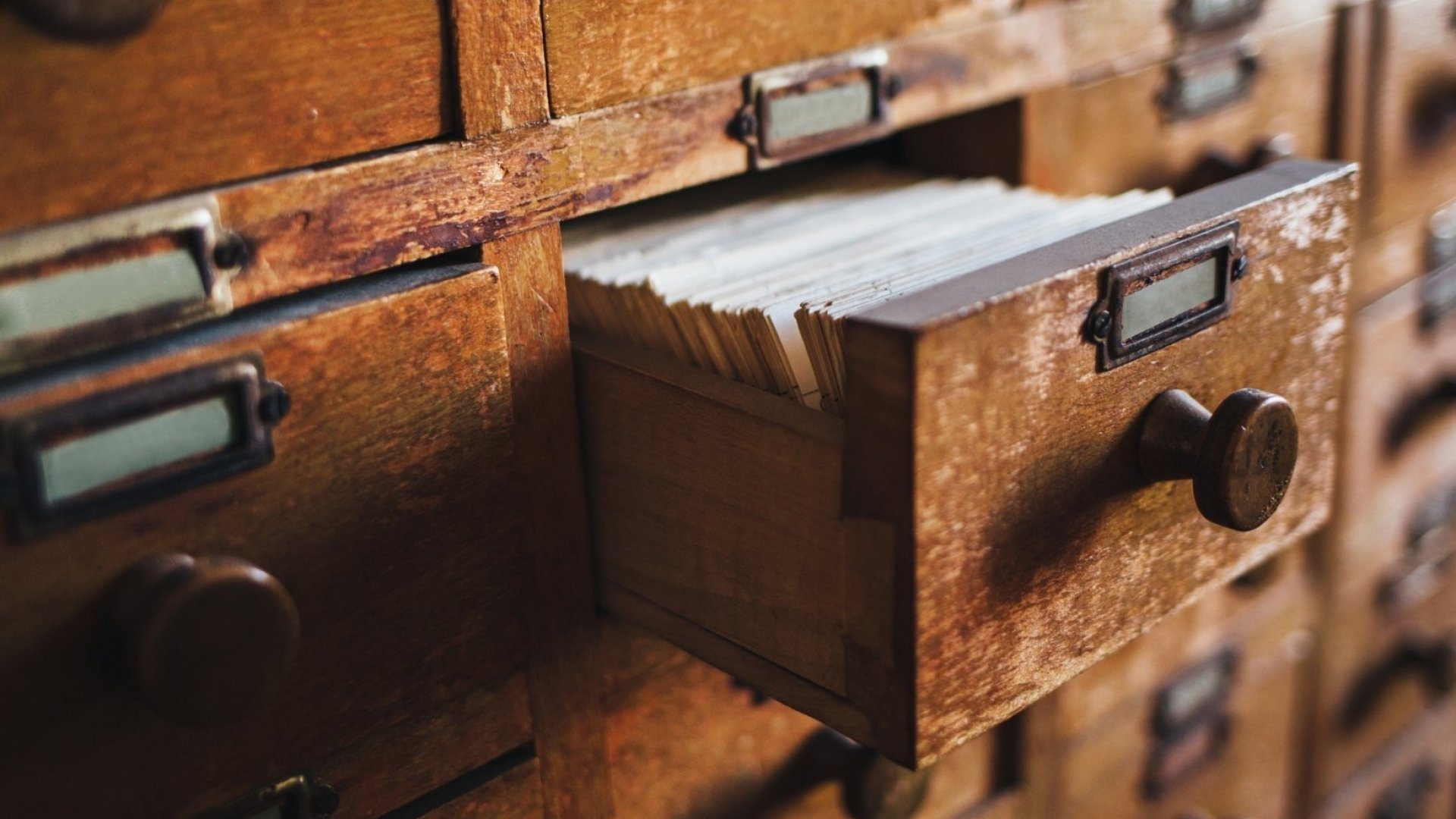 Here's Why a Pulitzer Prize Finalist and Bestselling Author Use This AncientSystem to Stay Organized (It's Over 250 Years Old)