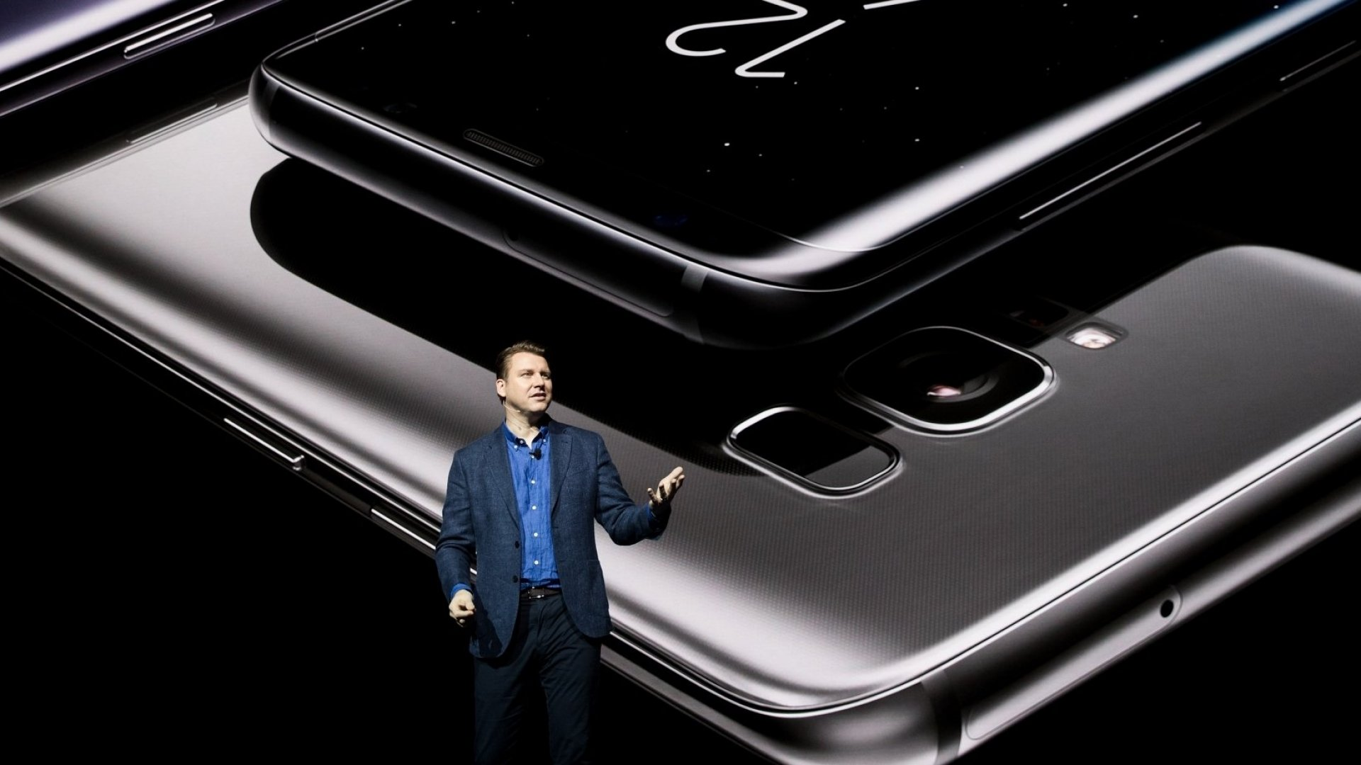 Why Apple Should Be Worried About Samsung