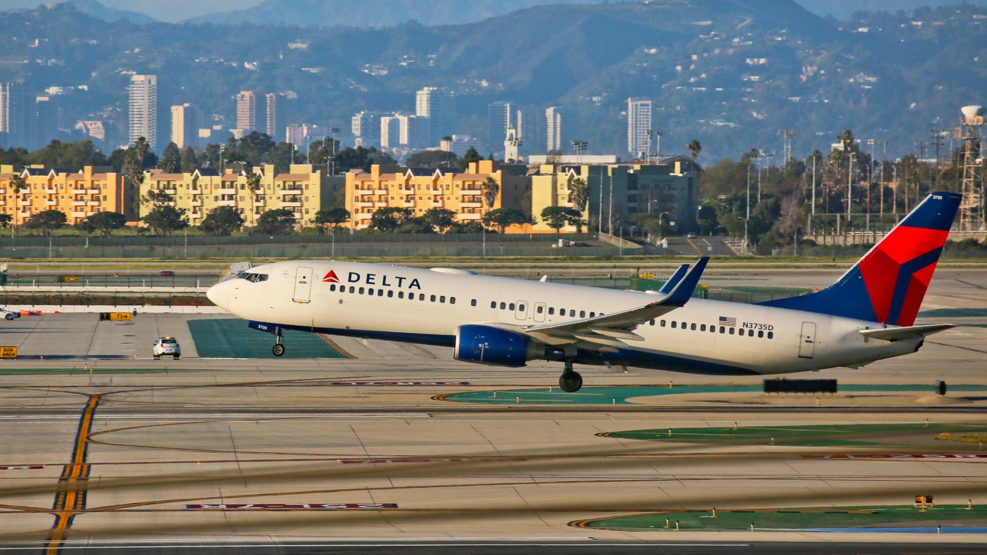 Delta Just Paid $4,000 to Bump a Passenger. Here's the Ridiculous Reason Why