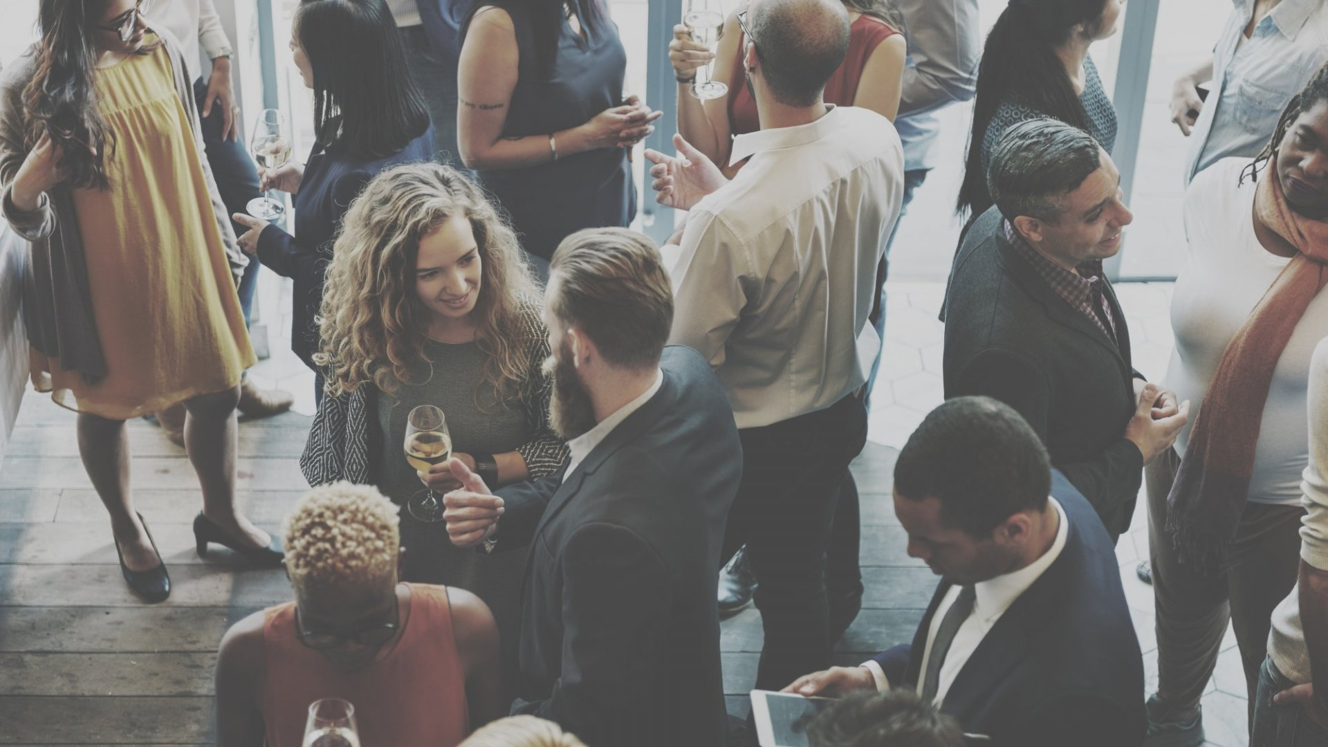 How To Avoid Boring Holiday Party Conversations With These 20 Professional Conversation Starters