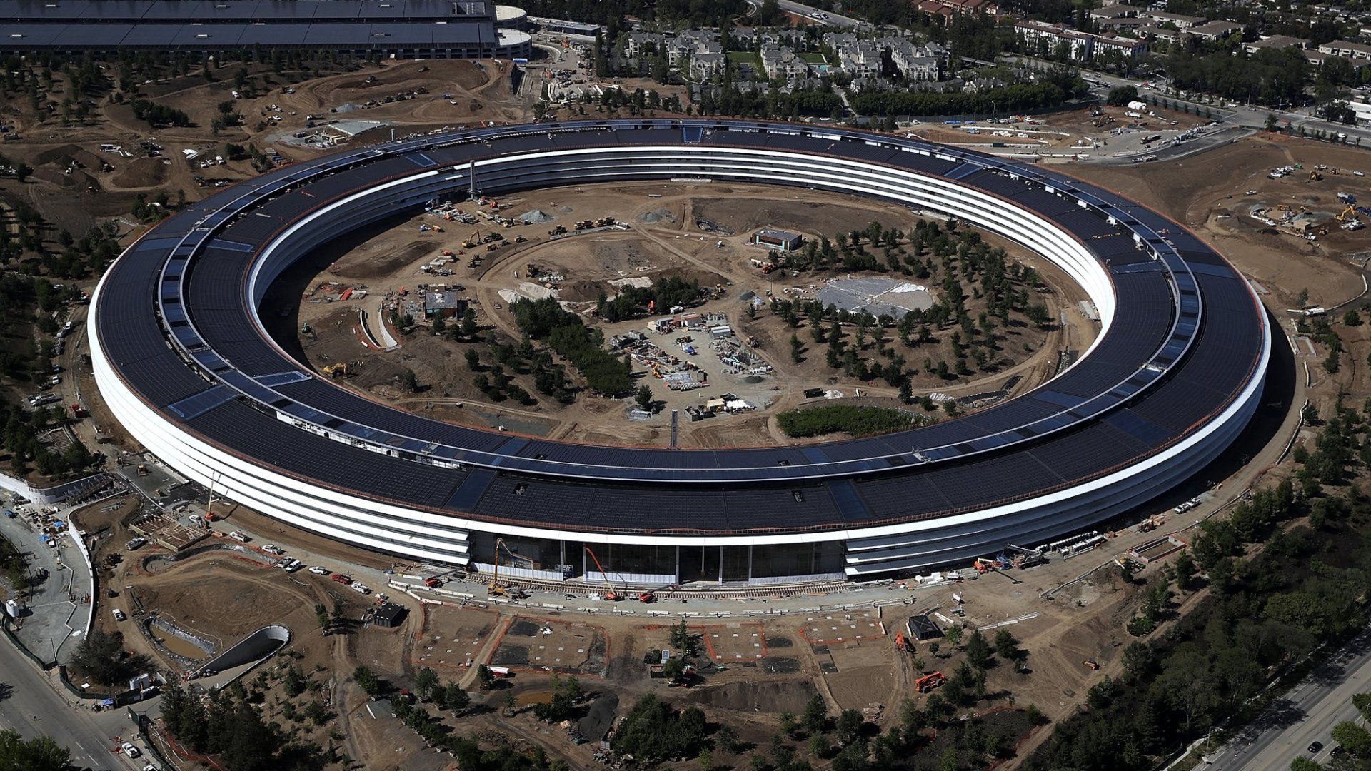 Apple's Stunning New HQ Is as Polarizing as Its Visionary (Steve Jobs)