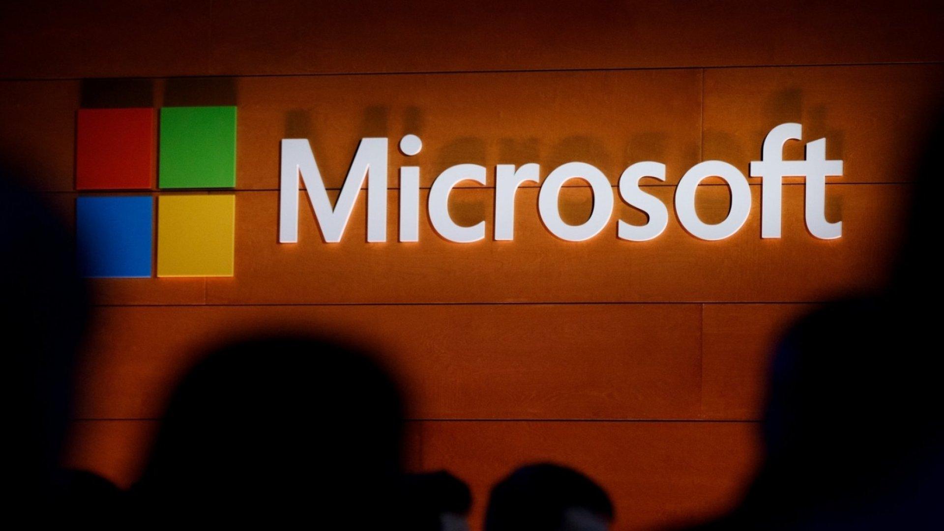 Microsoft Browser Fails During Microsoft Cloud Demo--So Presenter Downloads Google Chrome