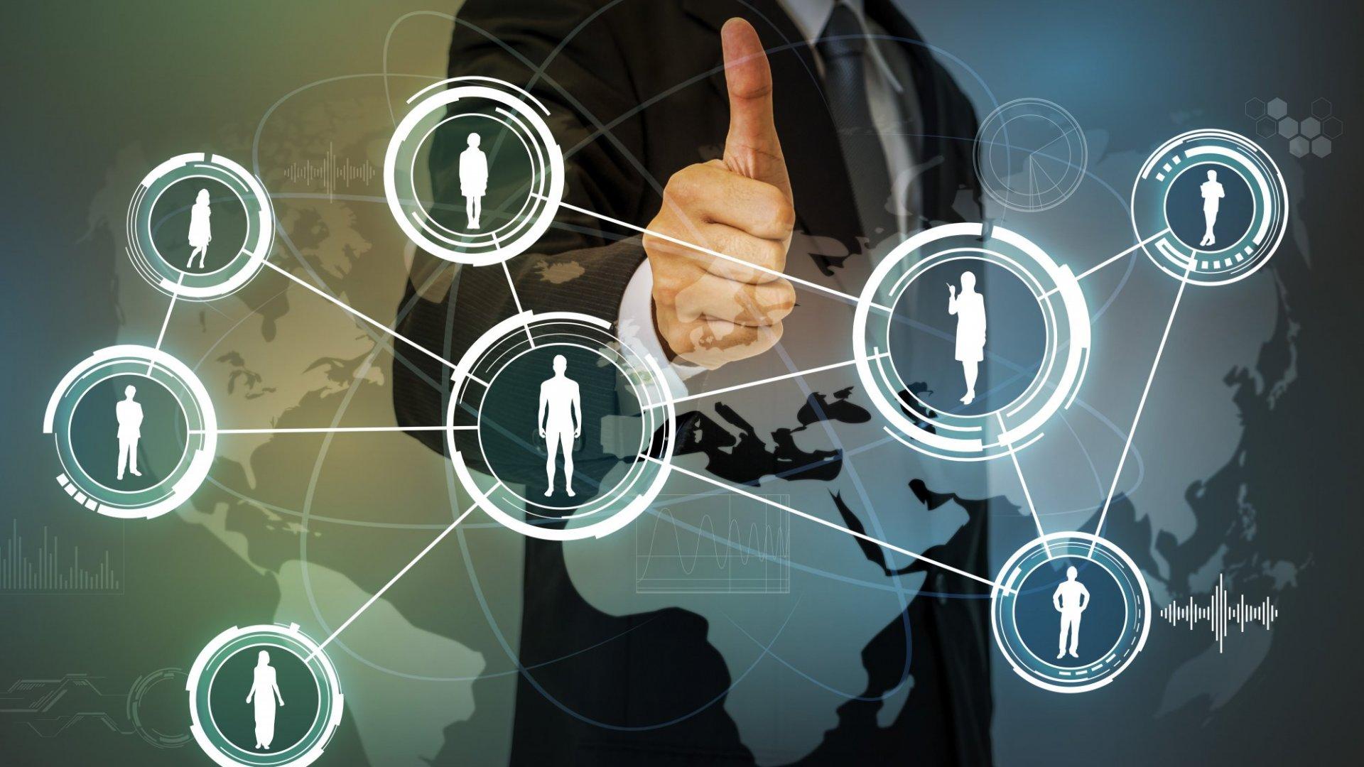 The 4 Key Differentiators Between CEO Peer Groups