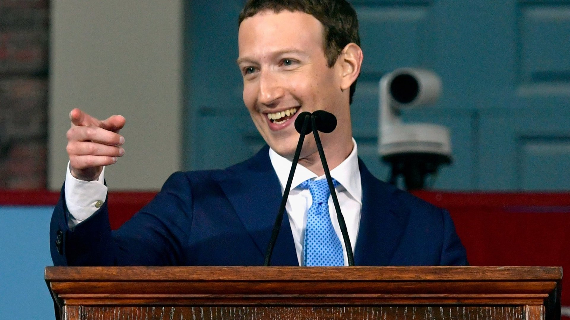 Mark Zuckerberg's Commencement Speech Used This 1 Rule of Persuasion--Just Like Steve Jobs Did