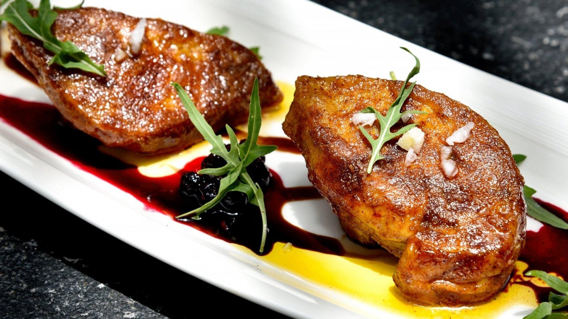 A little duck foie gras, madame?