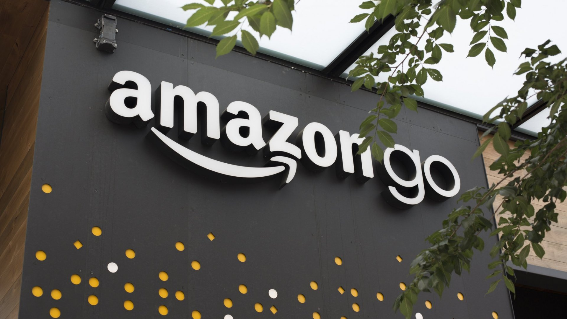 Amazon MayOpen 3,000 Cashier-Less Stores by 2021