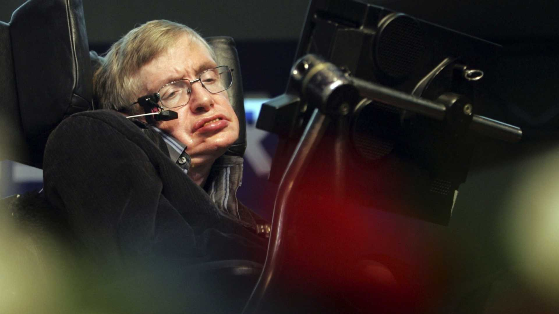 Stephen Hawking Sets Out to Control Artificial Intelligence--Before It Controls Us