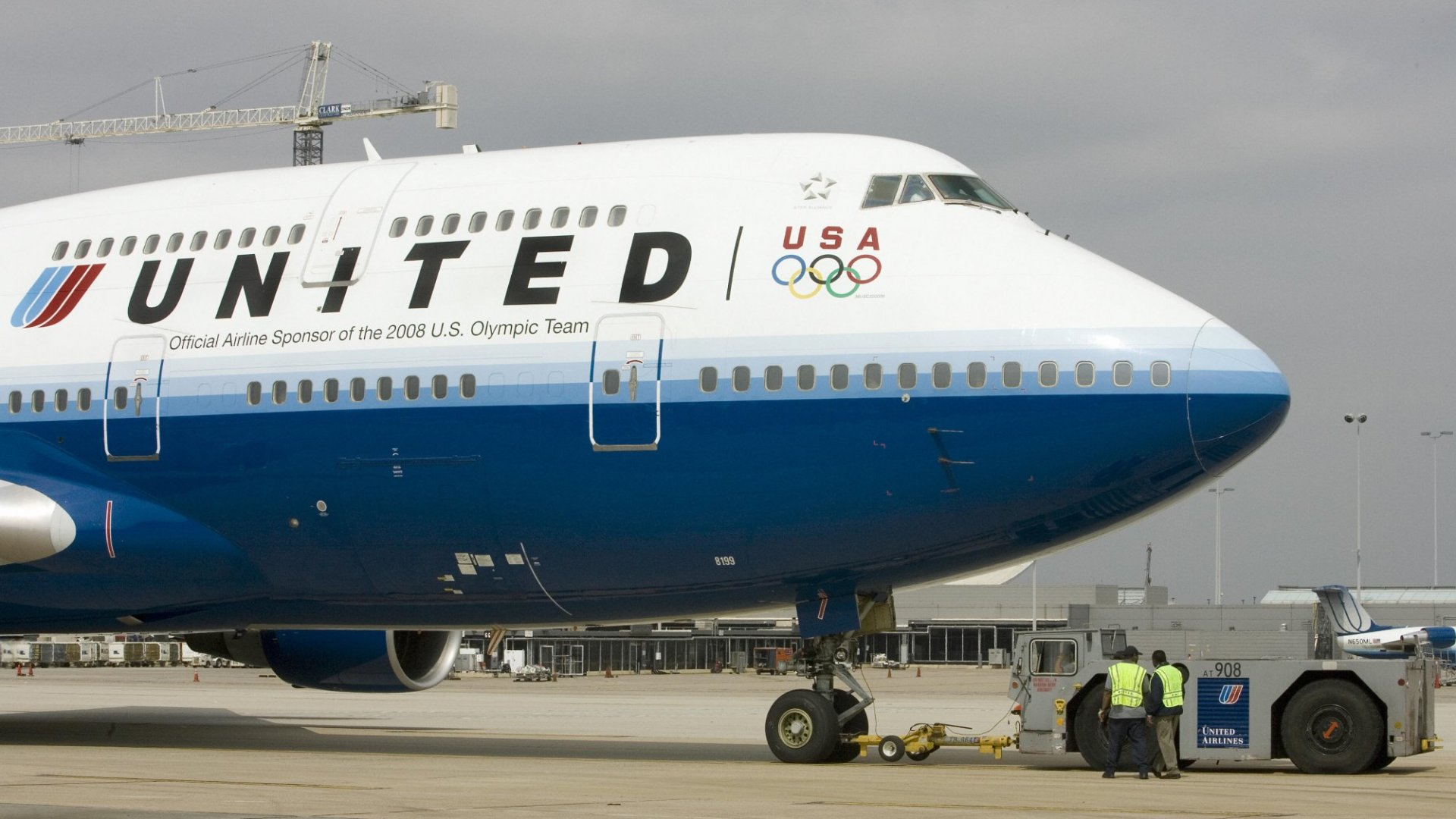 "United Airlines Makes 10 Customer Service Policy Changes Following ""Unfortunate Incident"""