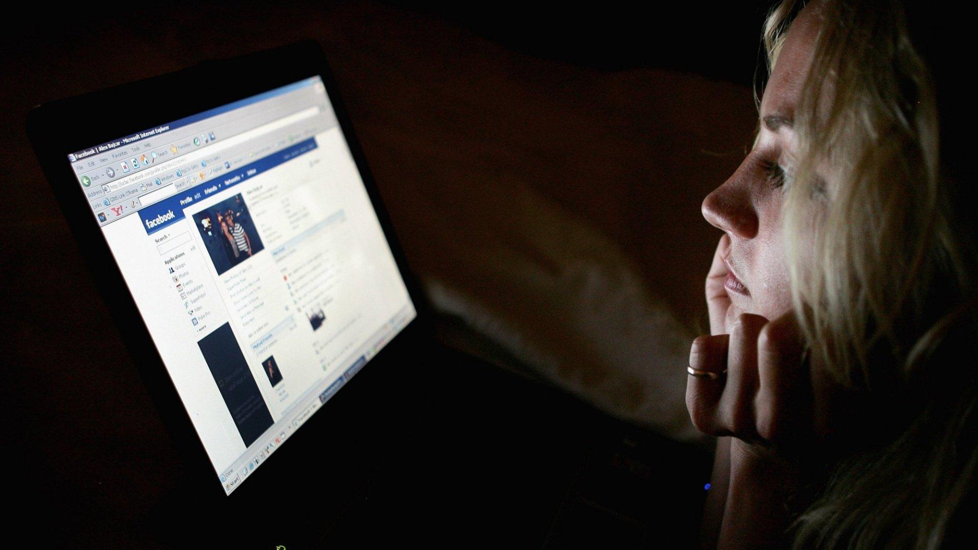 Science Explains How Facebook Makes You Sad