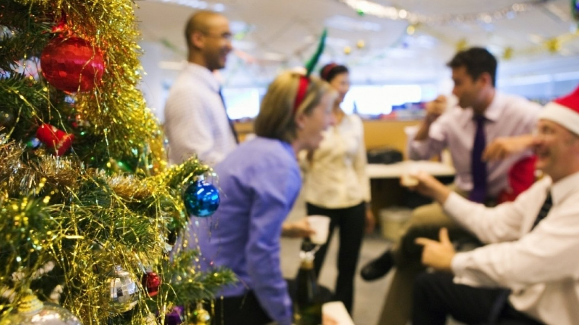 7 Terrible Habits to Avoid at the Holiday Office Party