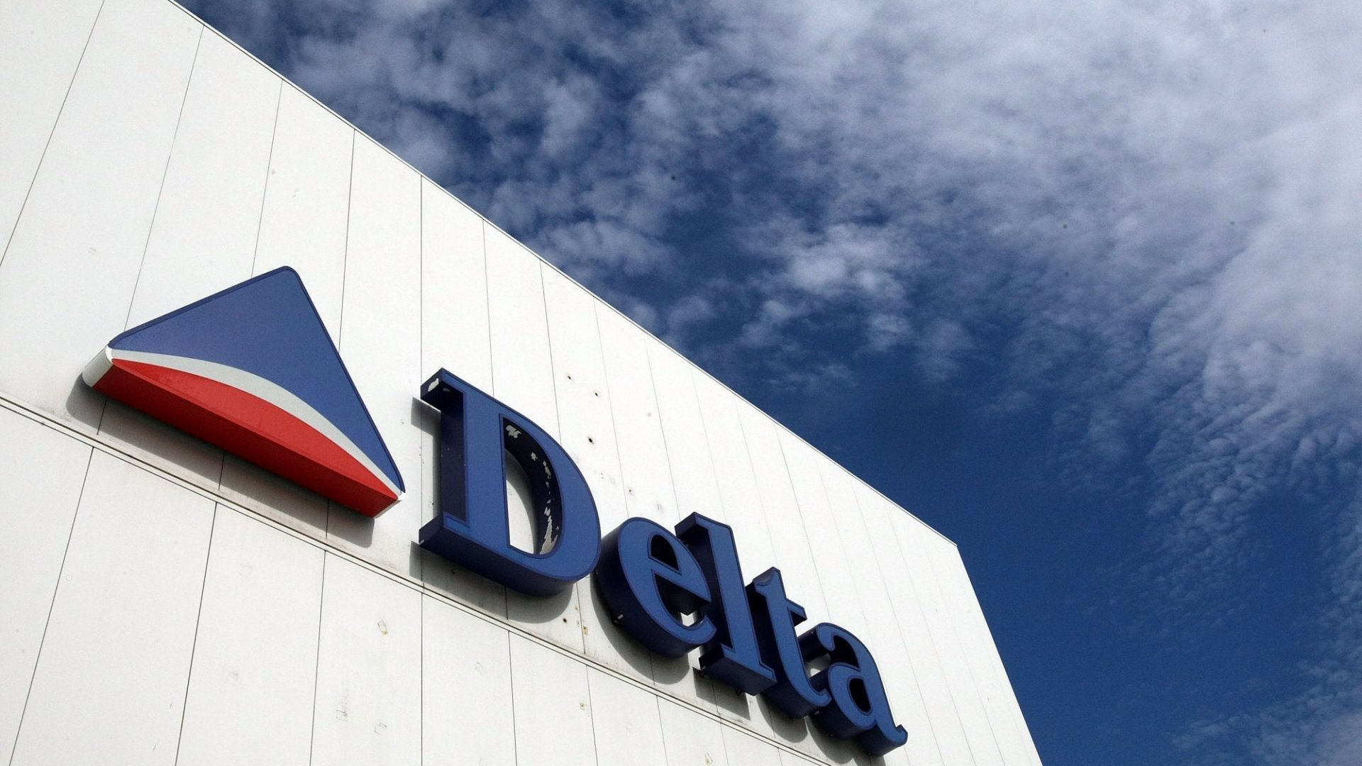 Why Delta Is Till Cancelling Fligths