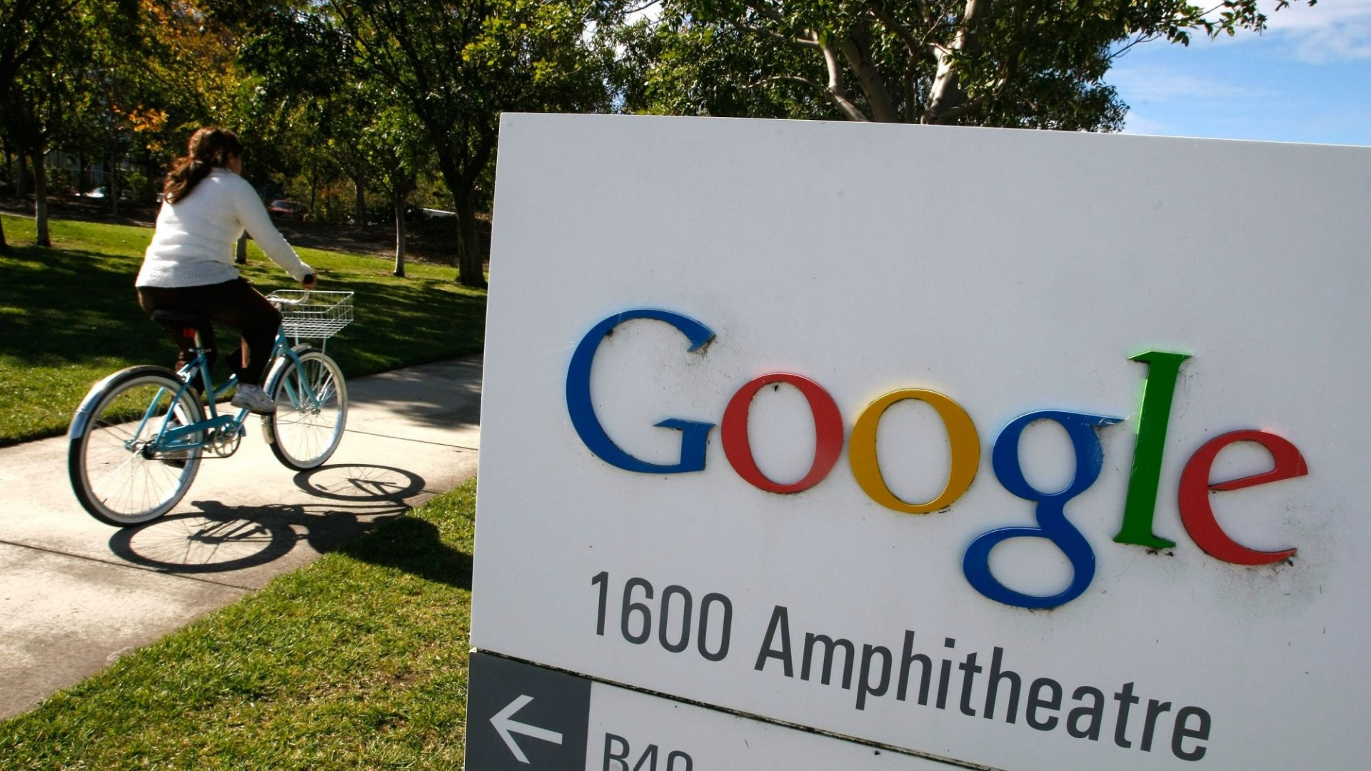 Google Defends Accusations of Gender Pay Gap by Outlining Its Compensation Method
