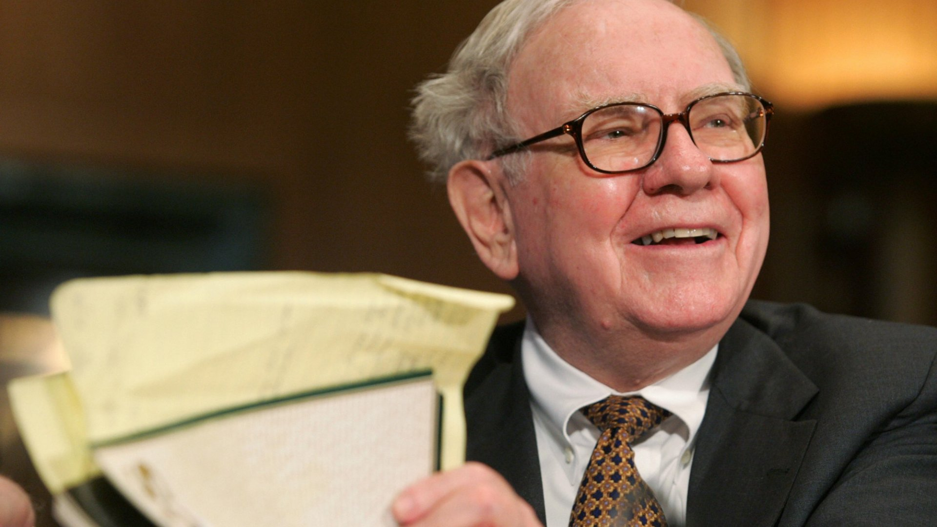 Warren Buffett Says You Should Read 500 Pages a Day (Yikes). Here Are 7 Ways to at Least Read More