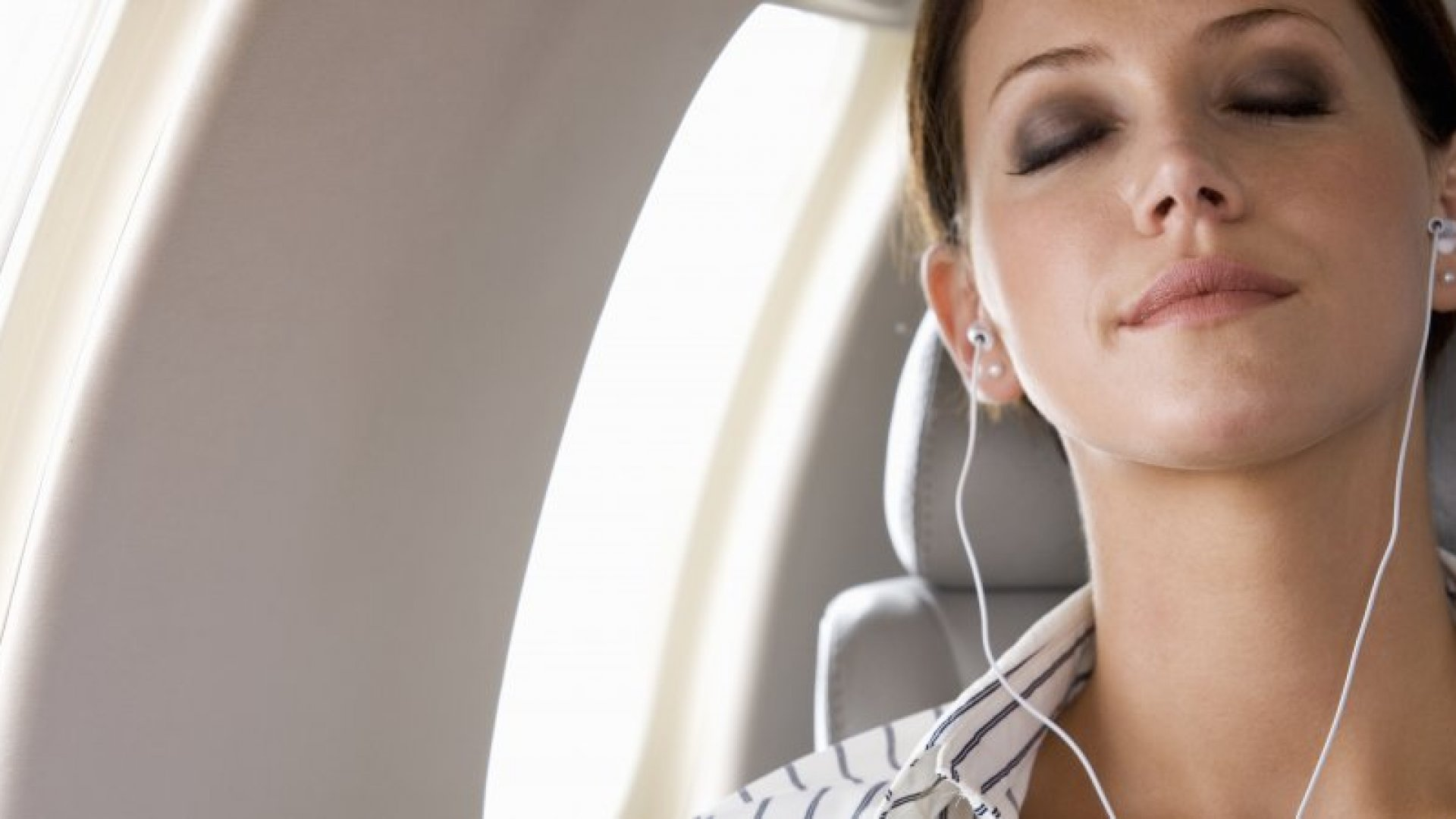 Here Are the Perfect Audiobooks for Your Next Business Flight