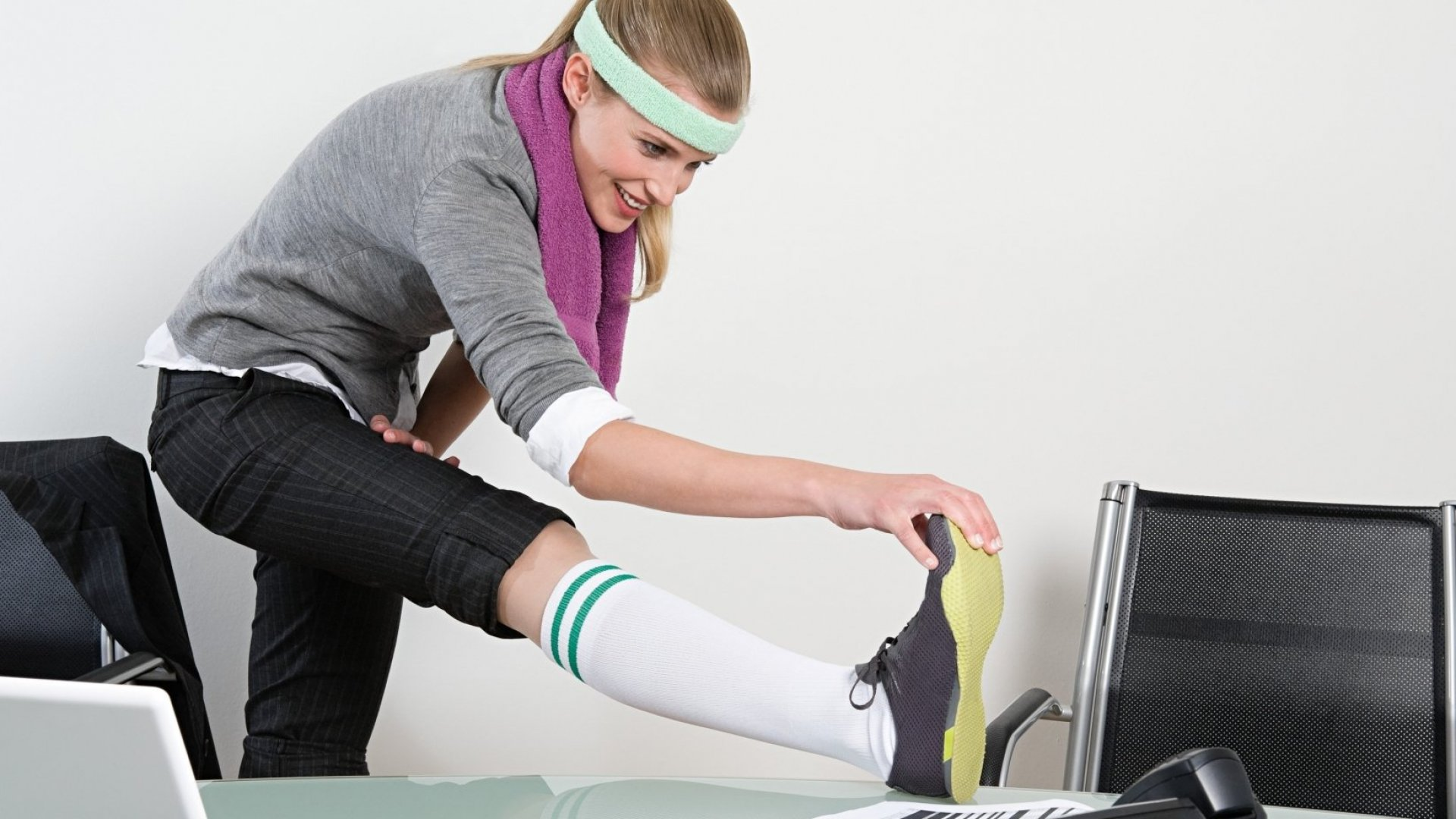 This 7-Minute Desk Workout Will Change Your (Work) Life