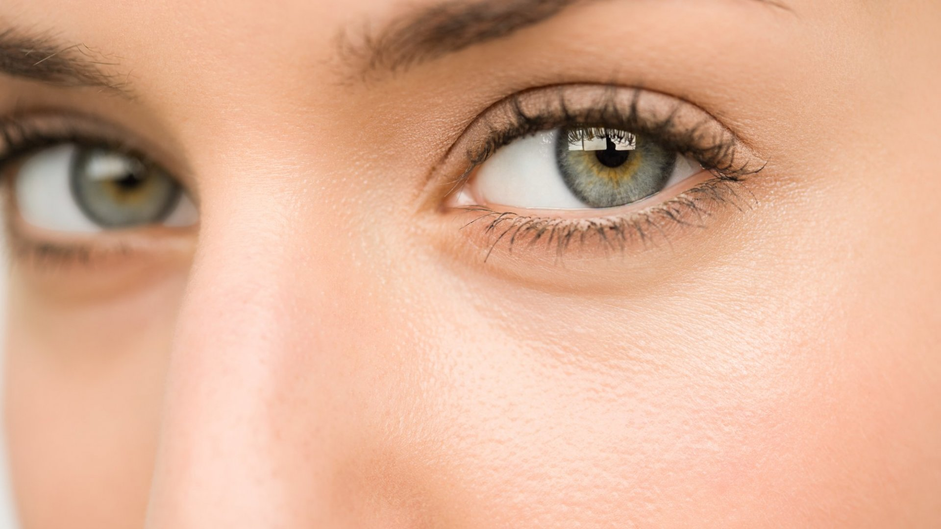 What a Lack of Eye Contact Says About You, According to Science (and How to Fix It)