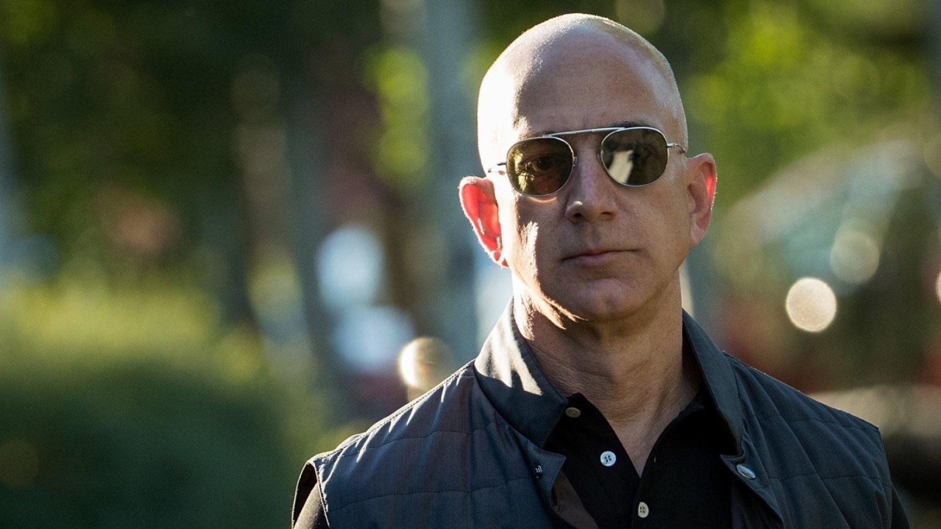 This Viral Jeff Bezos Meme Is the Perfect Metaphor for Amazon's World Domination