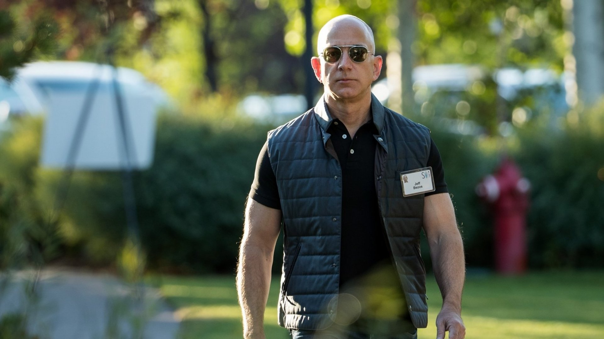 Jeff Bezos Just Revealed the ShockingEvent That Made Him Self-Reliant and Wildly Successful
