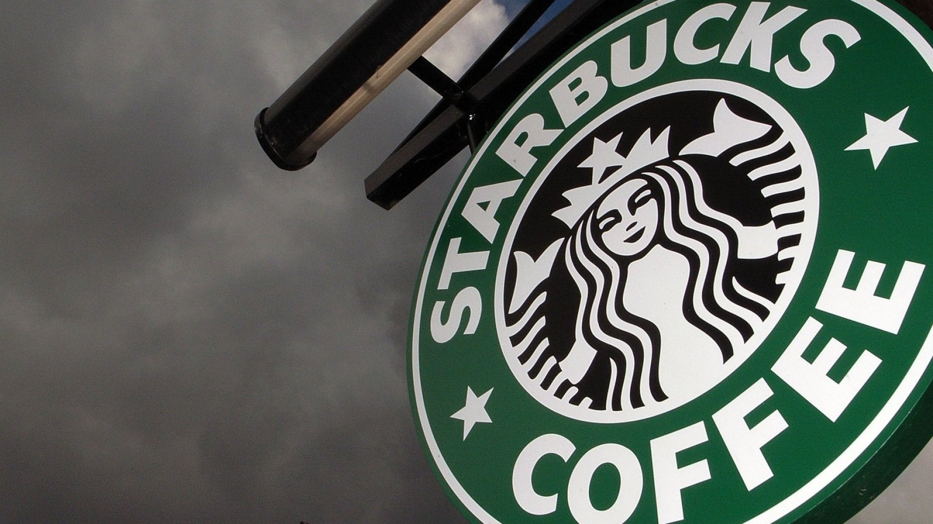 Starbucks Offering Free Legal Advice to Immigrant Employees