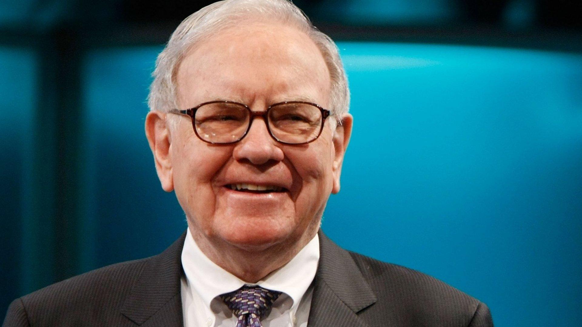 18 Book Recommendations From Billionaire Warren Buffett