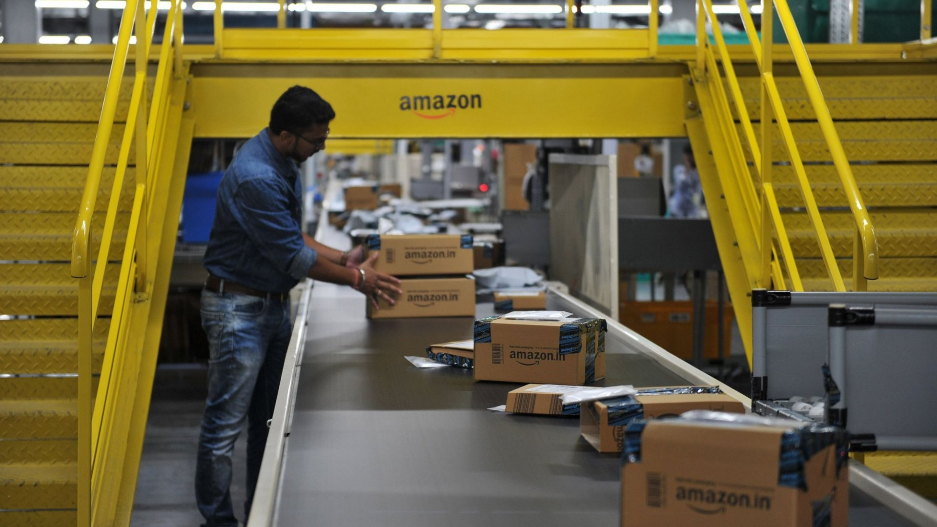 Amazon Now Employs Over Half a Million People, and It Plans to Hire Thousands More