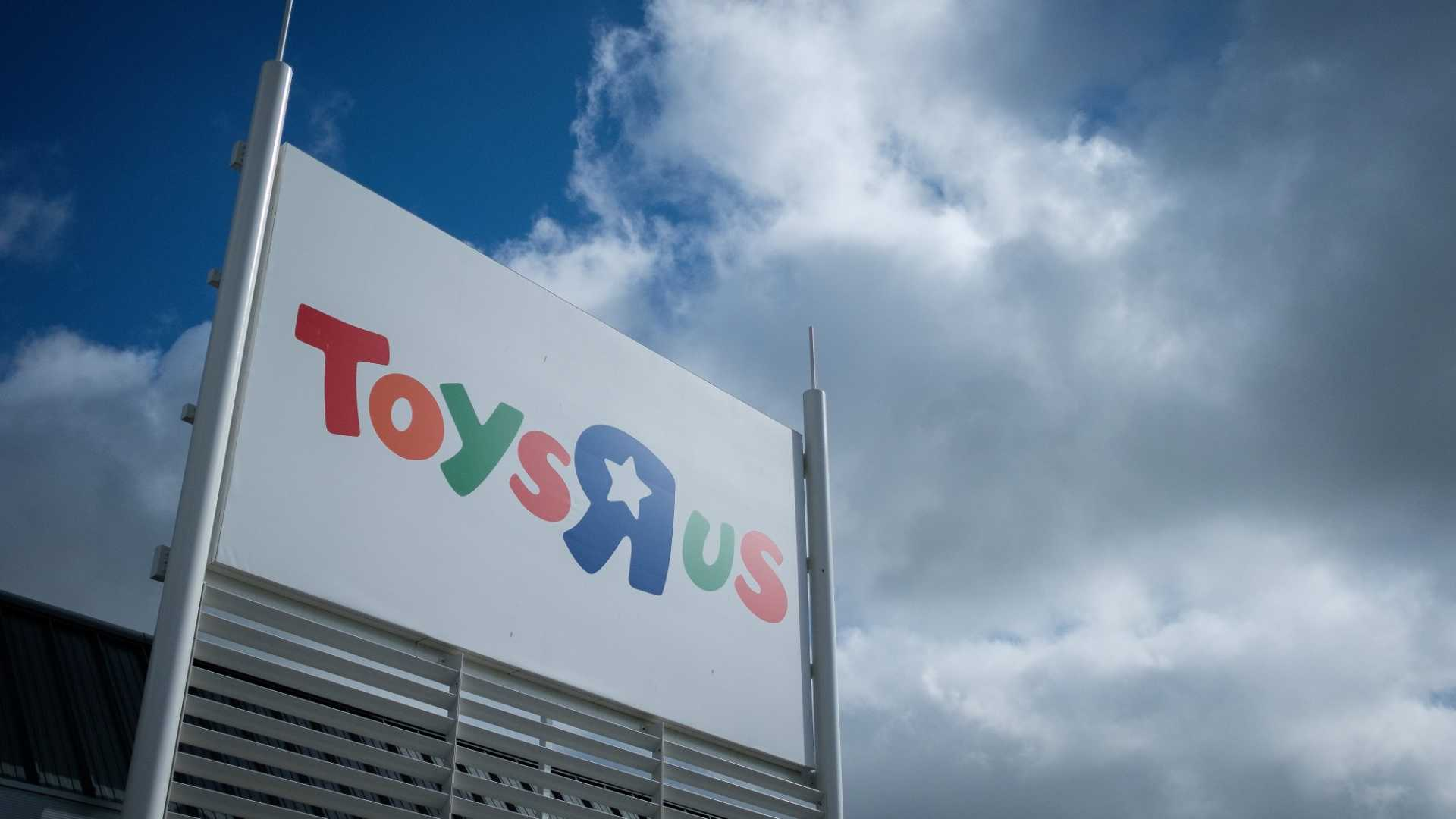 """The Death of a Toy Retailer: How a Lack of Digital Transformation Helped Destroy Toys """"R"""" Us"""