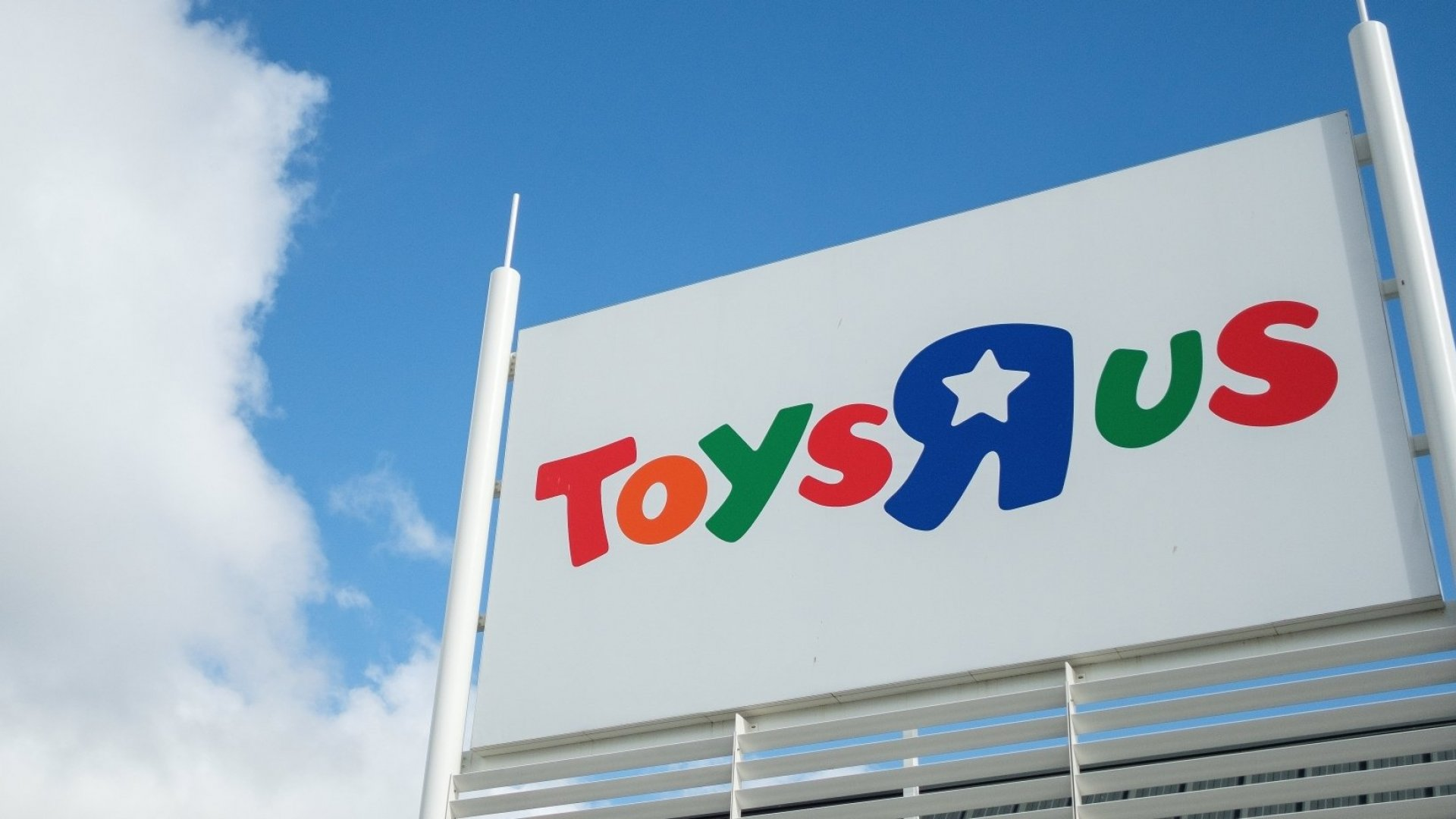 This Billionaire's Plan to Save Toys 'R' Us Starts With an $800 Million GoFundMe Campaign