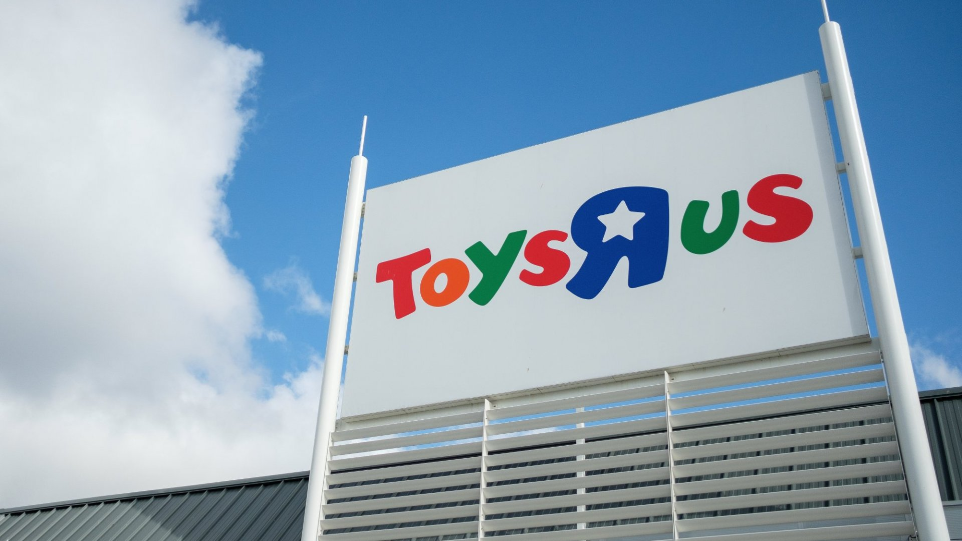 Toys R Us Just Literally Came Back From the Dead. (Here's the Ridiculously Ironic Detail You Couldn't Make Up If You Tried)