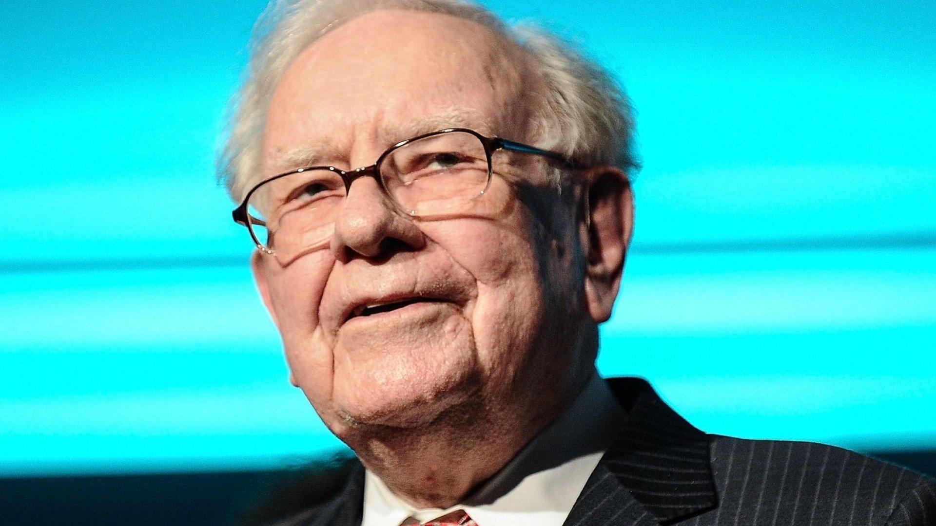 Warren Buffett speaks during the Forbes' 2015 Philanthropy Summit Awards Dinner in New York City.
