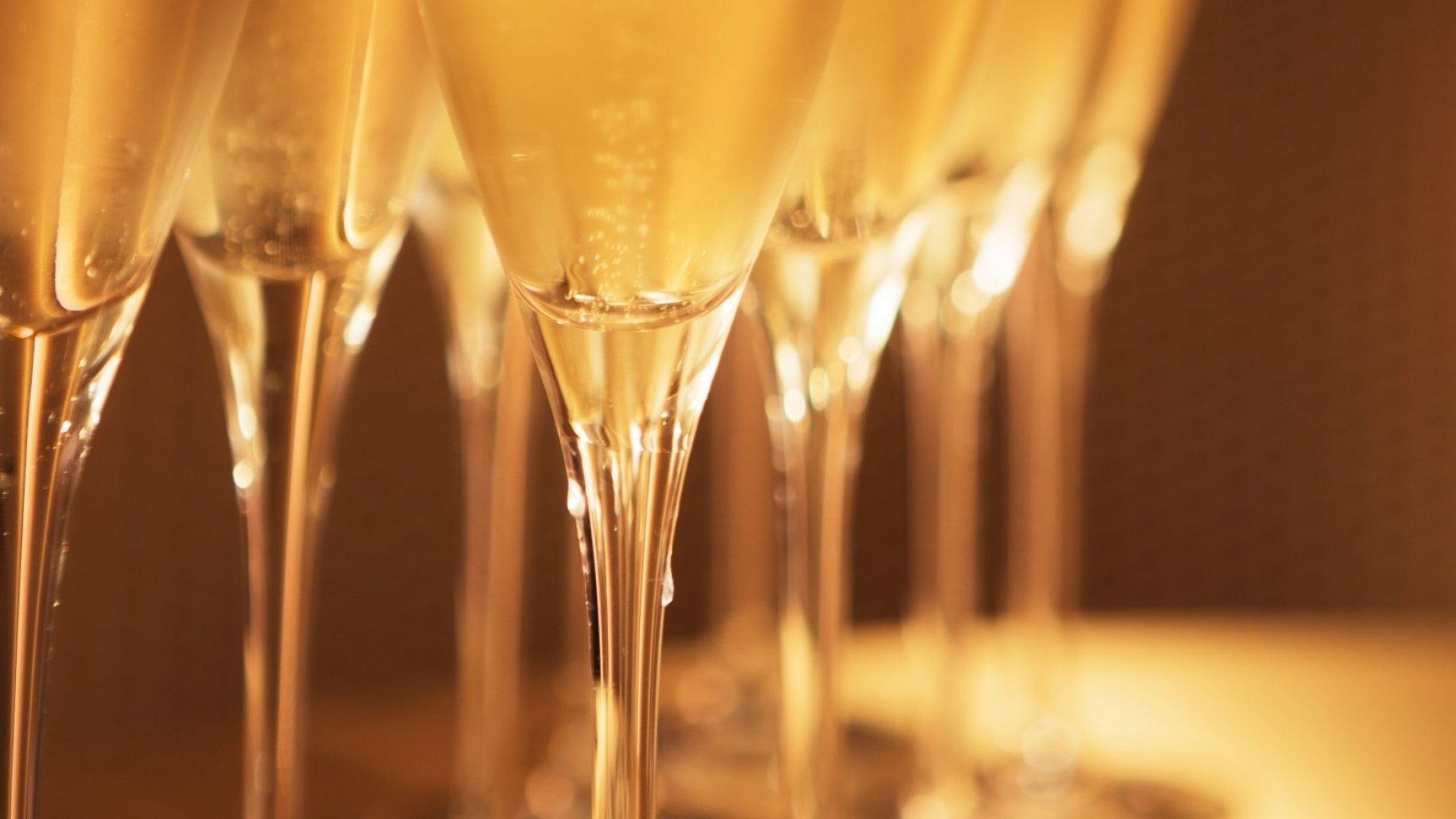 Drinking Champagne Tonight? Don't Make These Common Mistakes
