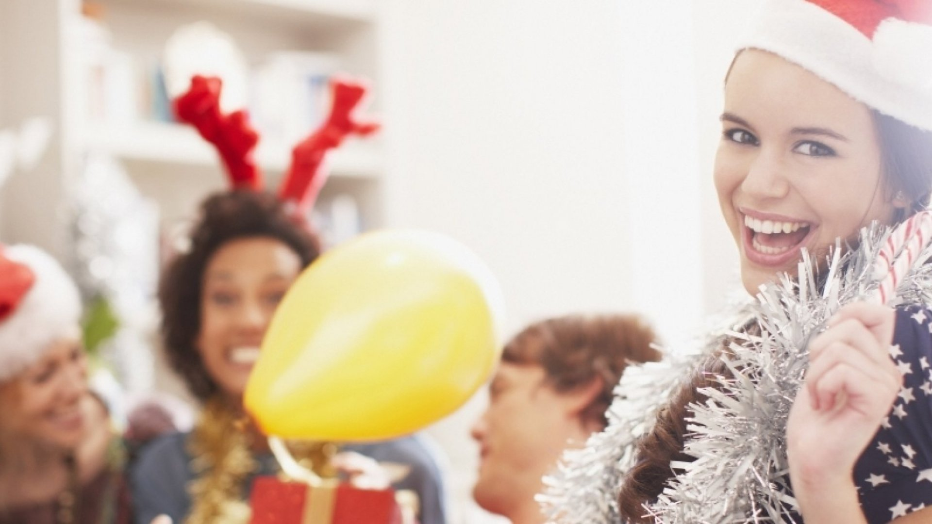 7 Ways Super Productive People Use the Holiday Season to Get Ahead (Despite All the Partying)