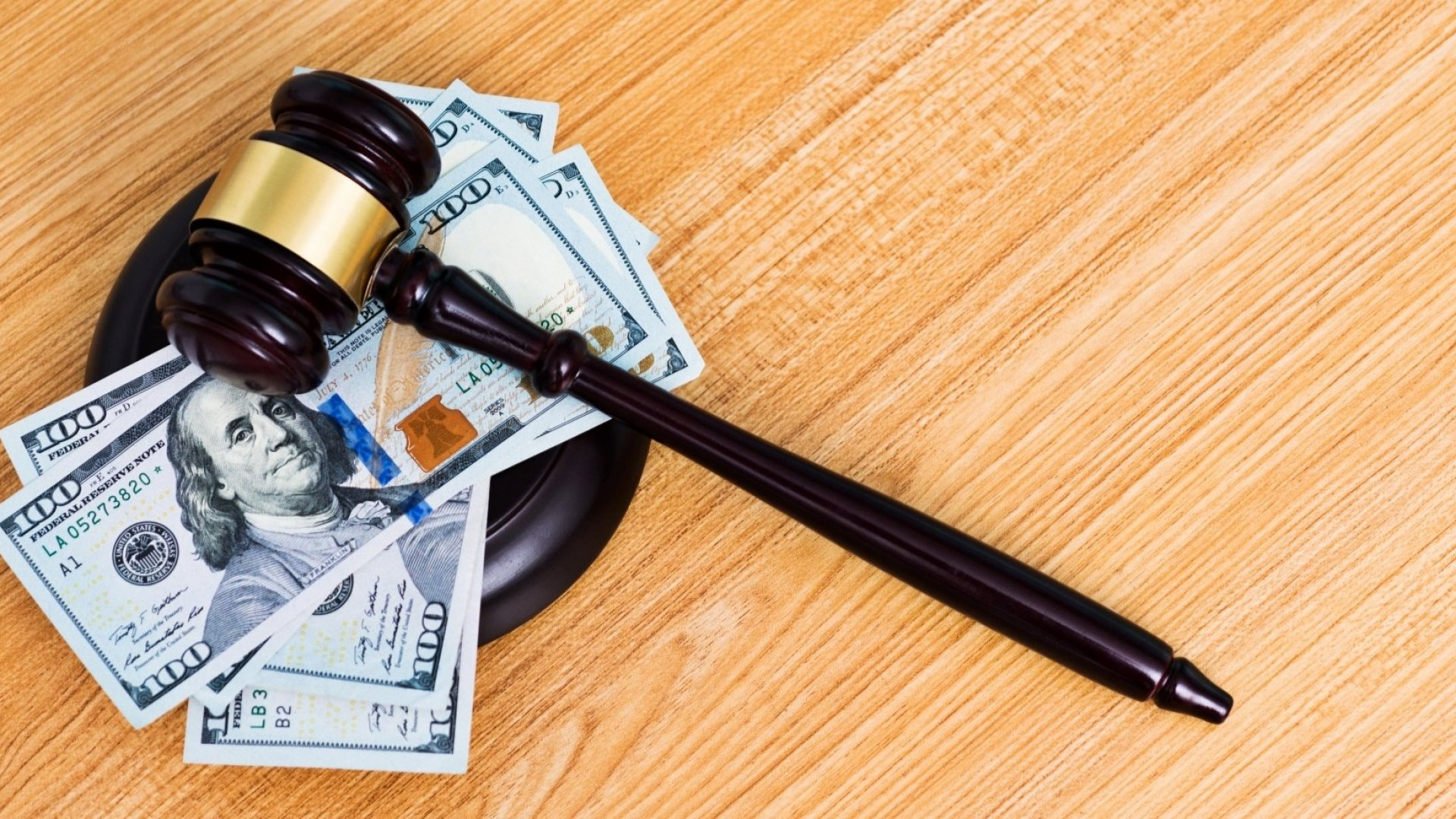 5 Surprising Ways AI Is ReplacingCostly Legal Fees