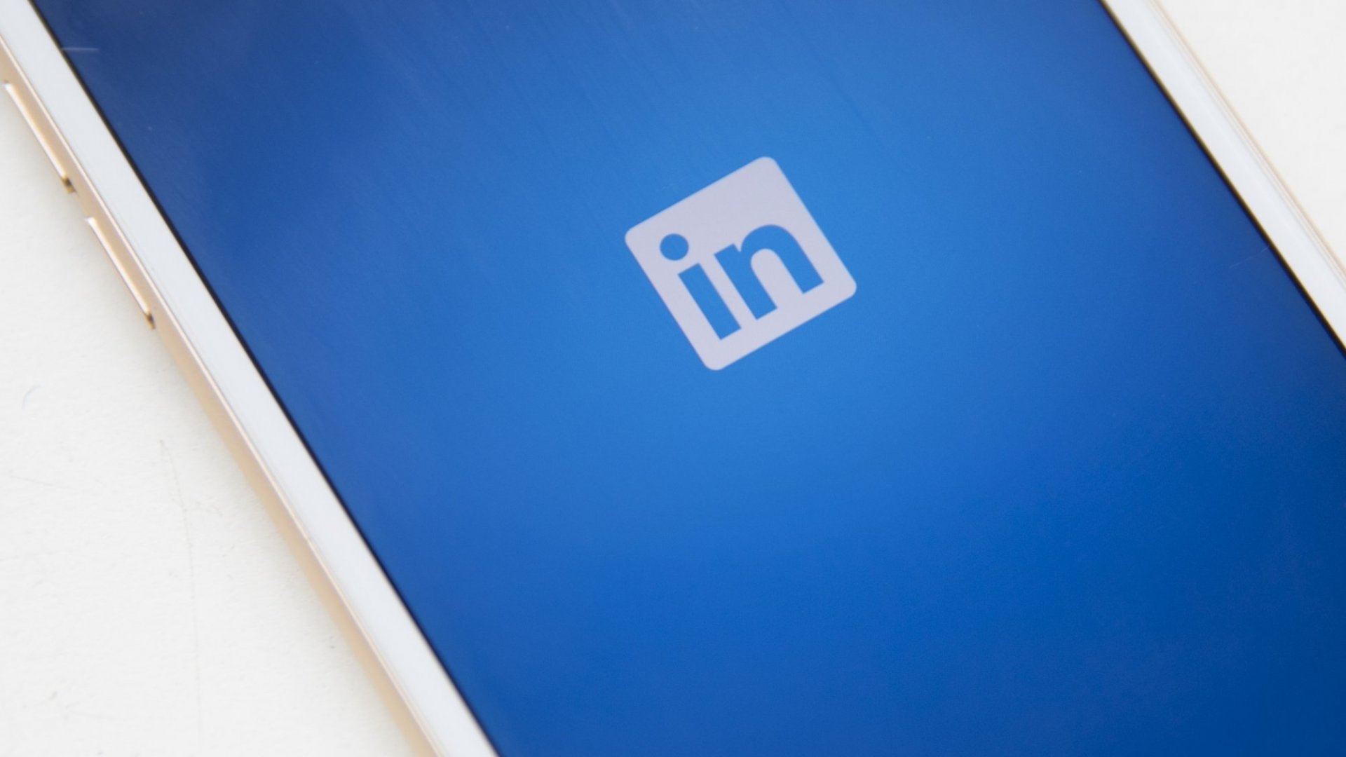 4 Best Practices to Follow When Connecting With Someone You Don't Know on LinkedIn