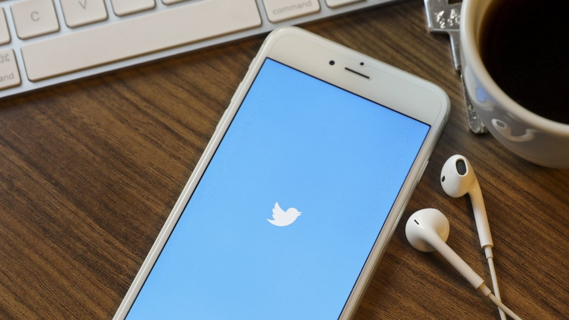 You're Using Twitter All Wrong, According to These Experts