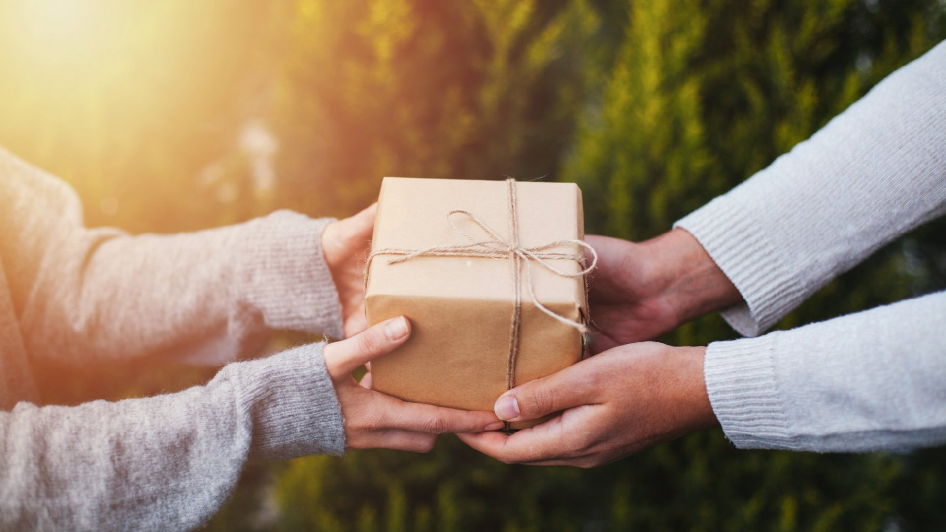 How to Give Holiday Gifts Like an Entrepreneur