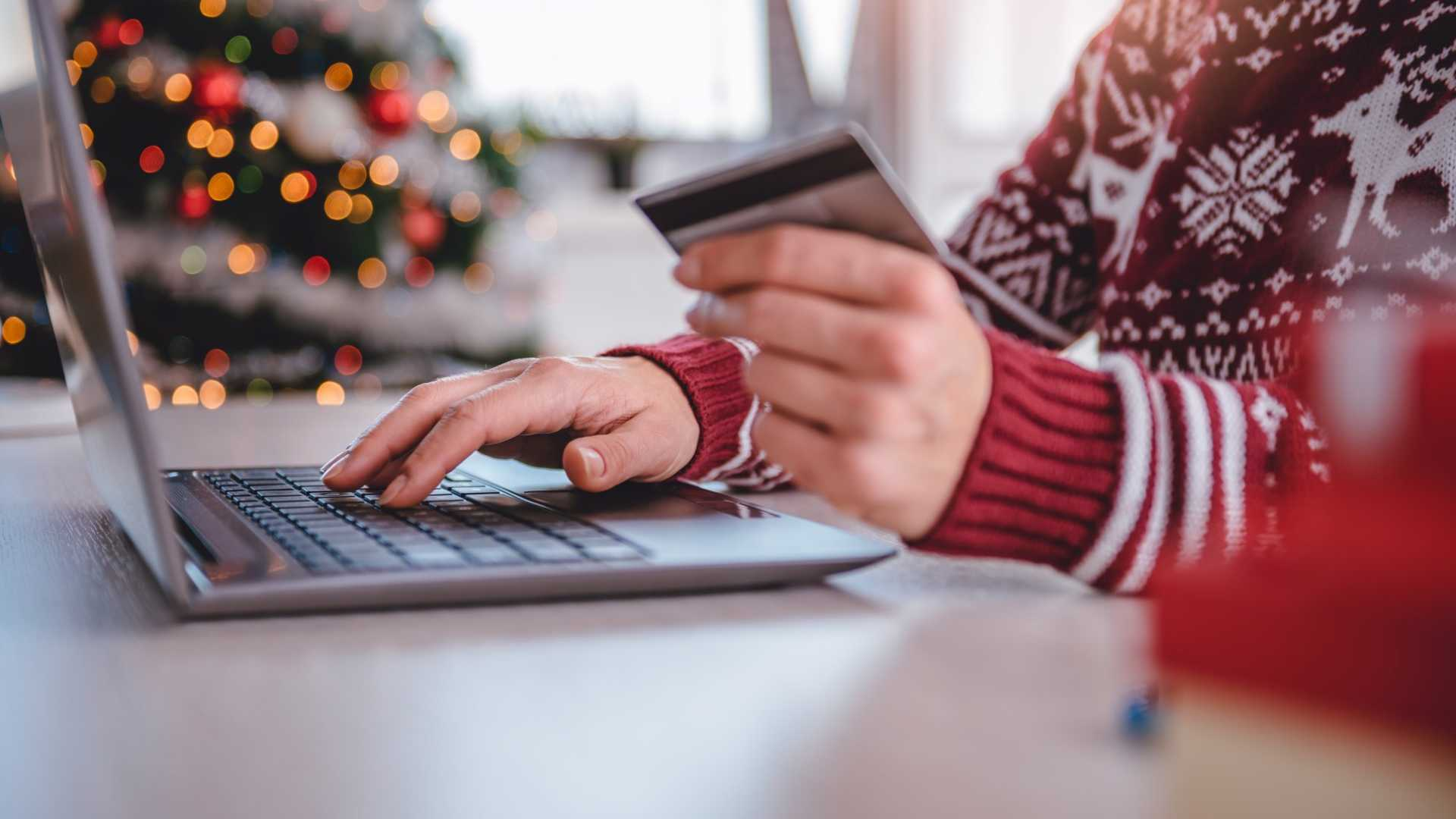 4 Ways to Win Over More Customers This Holiday Season