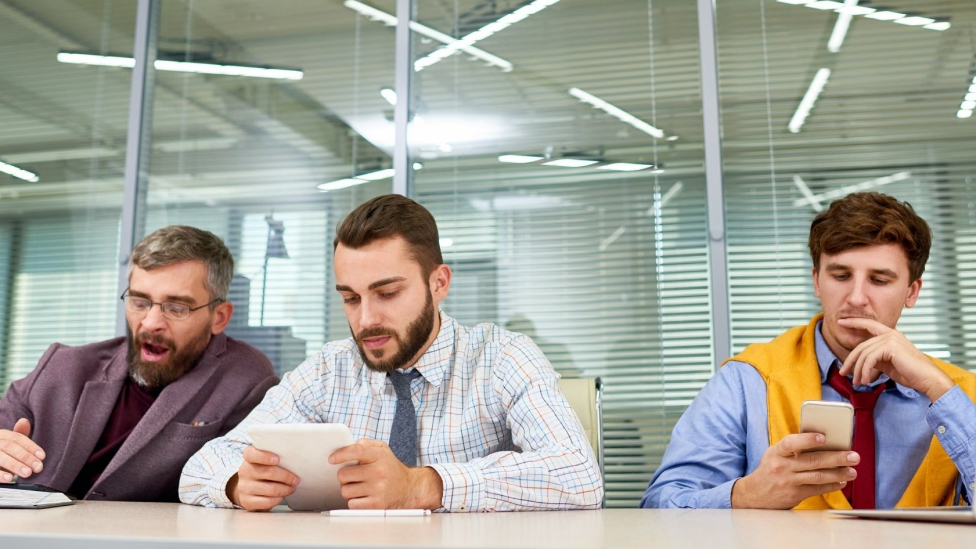 Stop Doing These 3 Things if You Want People to Pay Attention in Your Meetings