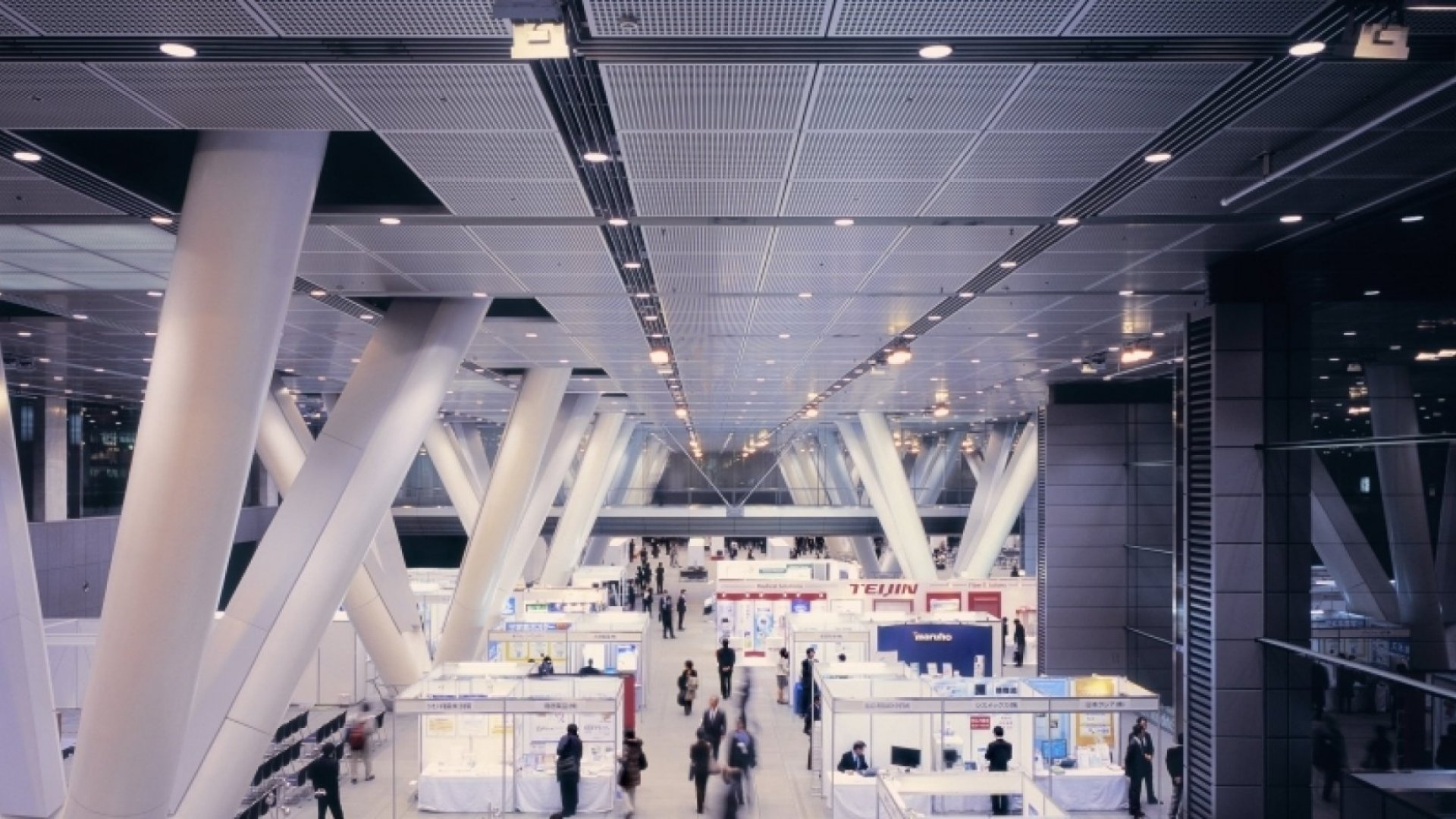 13 Smart Ways to Stand Out at Your Next Trade Show