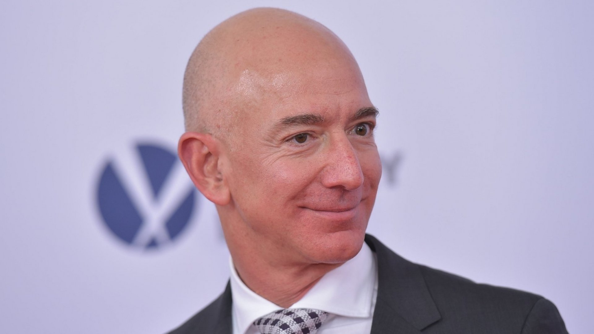 Forget Living in the Moment. Jeff Bezos Organizes His Time So That He Lives 2 to 3 Years Out