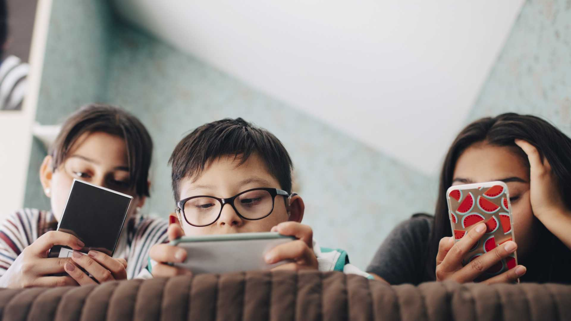 Cambridge Psychologist: Stop Worrying About Kids' Screen Time and Do This Instead