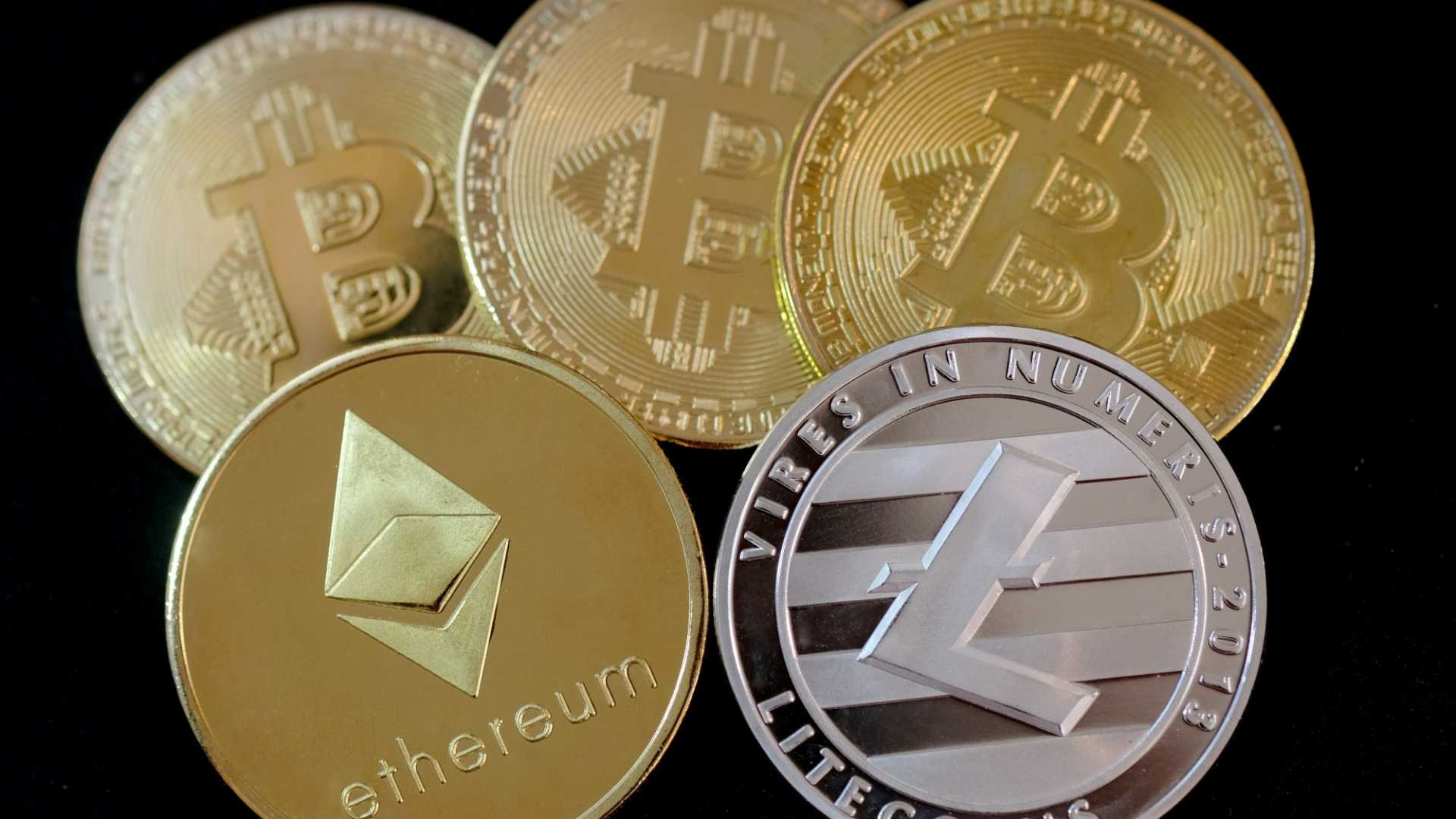 5 Cryptocurrency Experts To Follow On Social Media