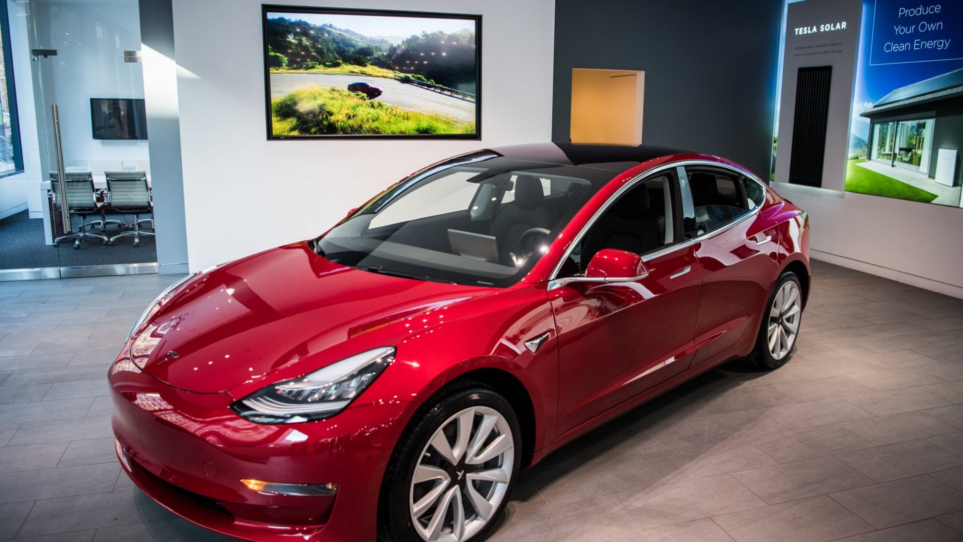 The Smart Reason Why Elon Musk Still Hasn't Made a $35,000 Tesla